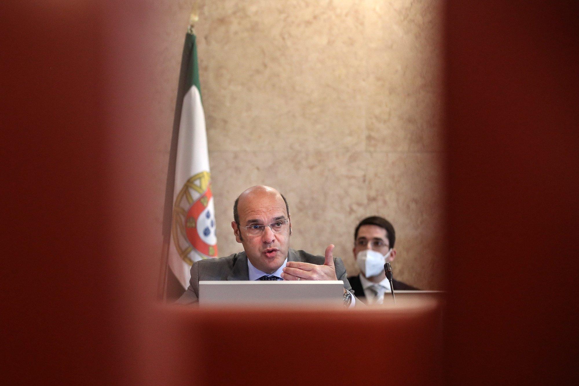 O ministro de Estado, da Economia e da Transição Digital, Pedro Siza Vieira, durante a audição na Comissão de Trabalho e Segurança Social sobre a resposta económica e social à pandemia da doença Covid-19, na Assembleia da República, em Lisboa, 6 de abril de 2021. MÁRIO CRUZ/LUSA
