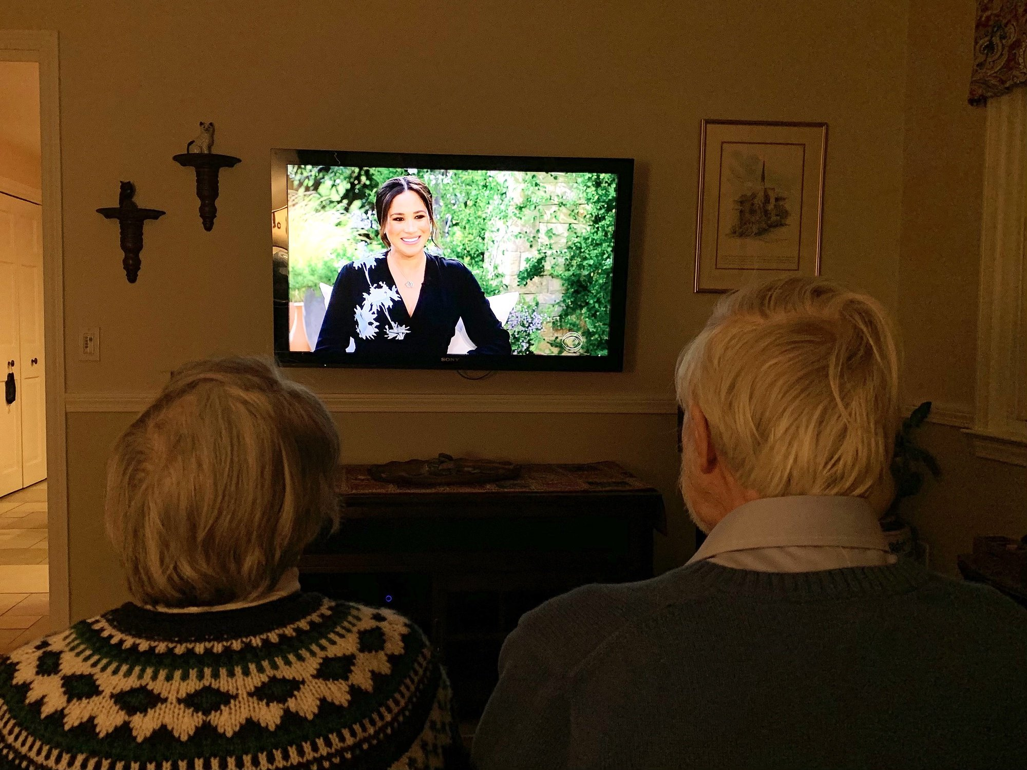 epa09060476 Ruth (L) and Ken (R) Campbell watch a televised interview by US television personality Oprah Winfrey of Britain's Harry and Meghan, Duke and Duchess of Sussex on the US netwrok CBS in West Roxbury, Massachusetts, USA, 07 March 2021.  EPA/KATE CAMPBELL