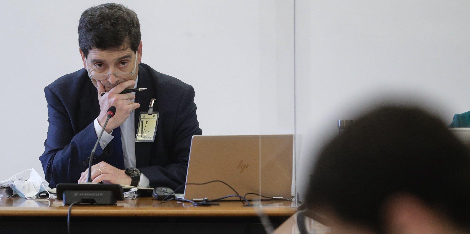 O presidente do Conselho de Administração do Novo Banco, António Ramalho, fala perante a Comissão Eventual de Inquérito Parlamentar às perdas registadas pelo Novo Banco e imputadas ao Fundo de Resolução, na Assembleia da República em Lisboa, 19 de maio de 2021. TIAGO PETINGA/LUSA