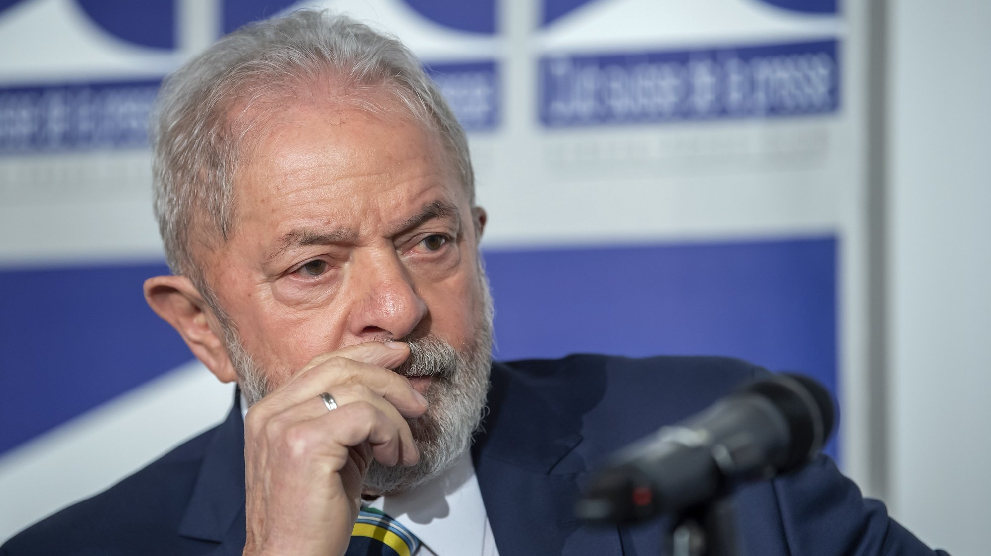 epa08275429 Former Brazilian president Luis Inacio Lula da Silva, speaks about 'Dialogue about inequality with global unions and general public', during a press conference at the Geneva press club, in Geneva, Switzerland, 06 March 2020.  EPA/MARTIAL TREZZINI