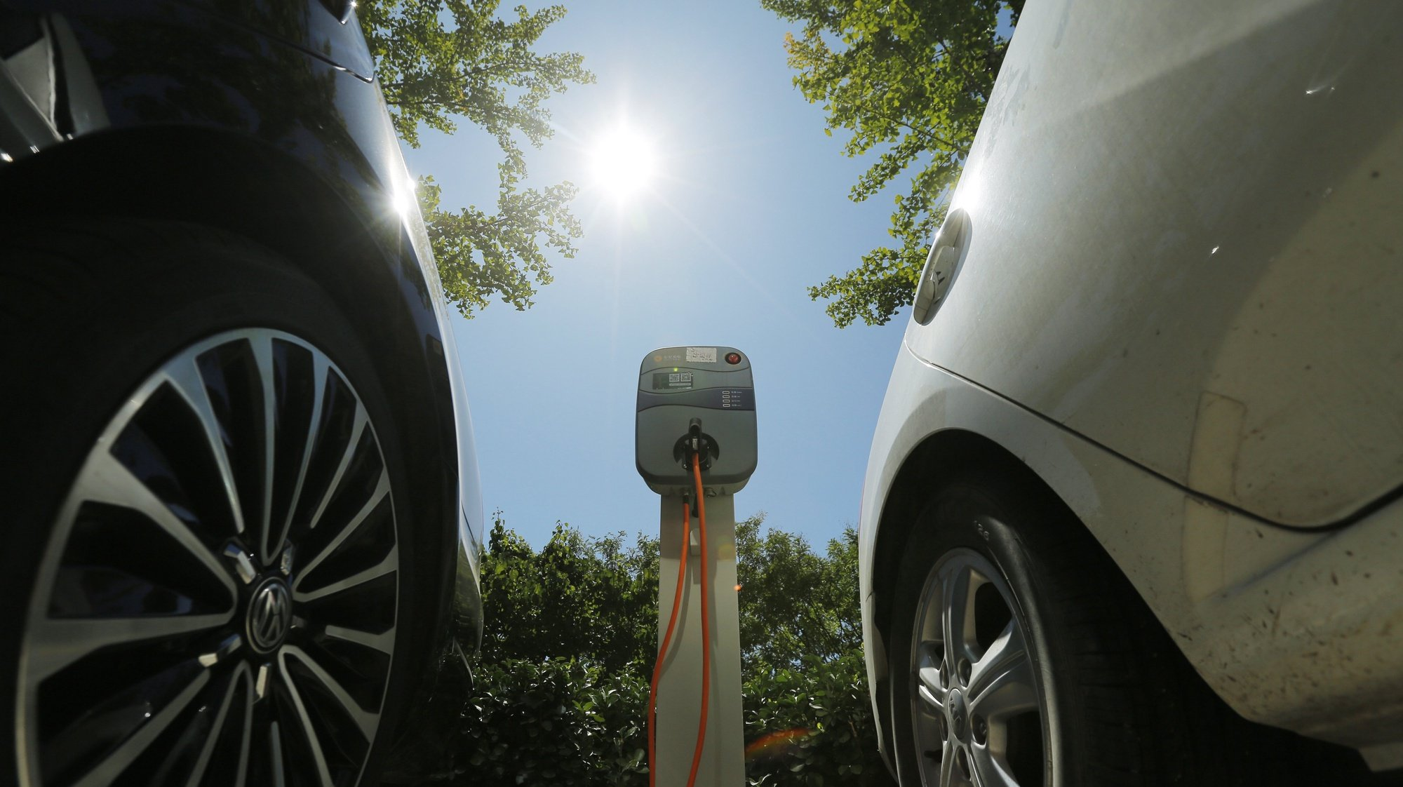 epa06197627 A charging pole for electric vehicles is seen at an electric vehicle charging station outside an apartment in Beijing, China, 11 September 2017. China plans to ban cars powered by fossil fuels in the future, while promoting hybrids and electric vehicles, Vice-minister of Ministry of Industry and Information Technology (MIIT) Xin Guobin said during a forum.  EPA/WU HONG
