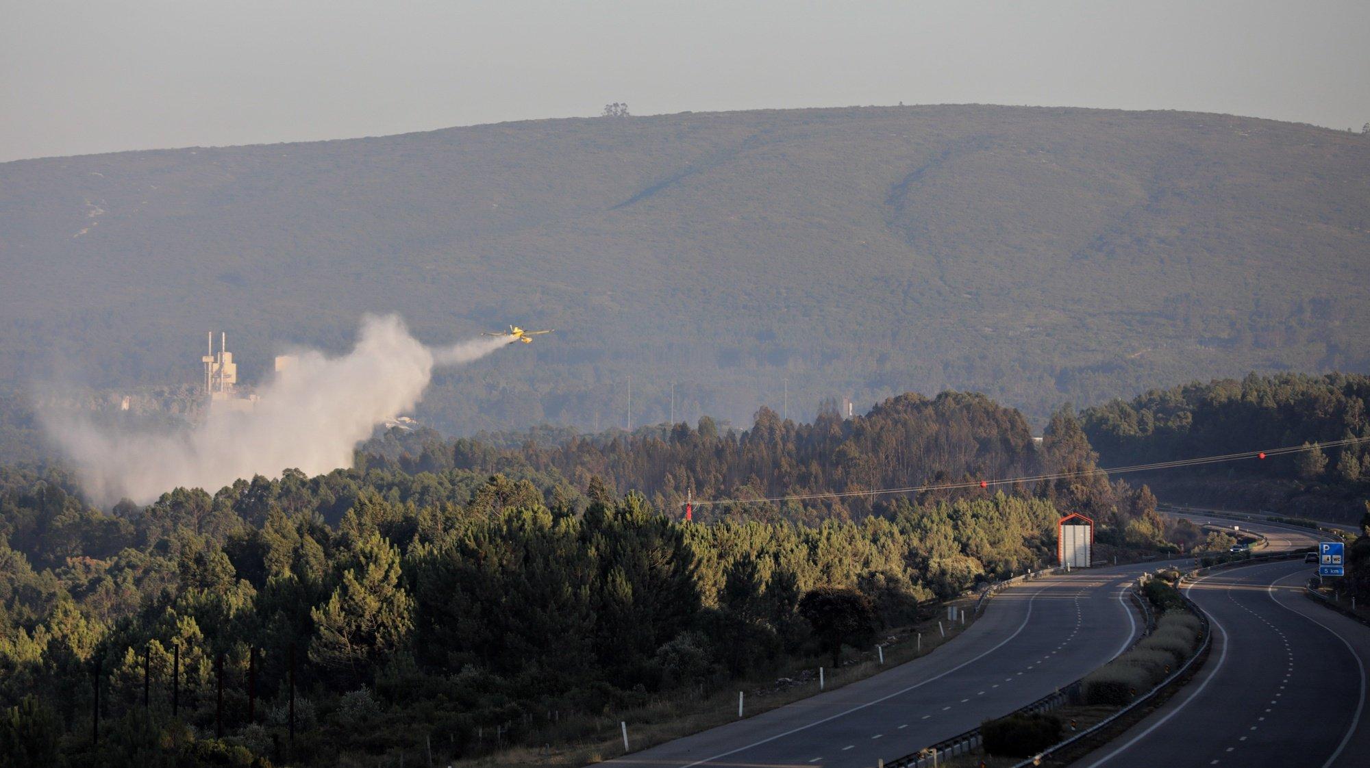 A Autoestrada 1 (A1) está cortada nos dois sentidos desde as 18:00 entre Fátima e Torres Novas, distrito de Santarém, na sequência de um incêndio que deflagrou em Ourém às 16:20, disse fonte da concessionária Brisa, Ourém, Santarém, 23 de julho de 2020. O incêndio, às 20:15, de acordo com a página da Proteção Civil, estava a ser combatido por 215 bombeiros, 63 viaturas e seis meios aéreos.PAULO CUNHA/LUSA