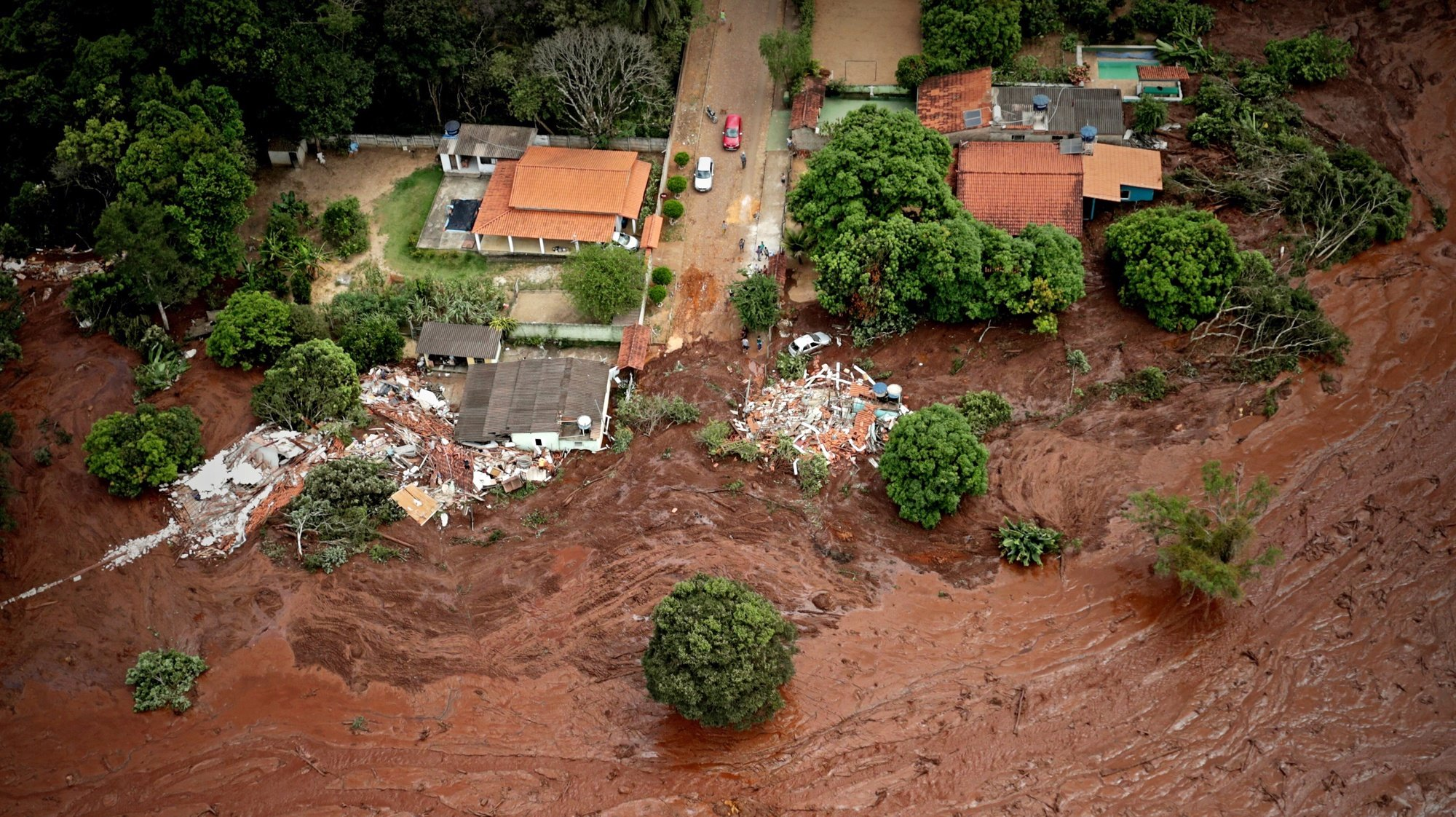 epa08986842 (FILE) An a erial view o  mud and waste from the disaster caused by dam spill in Brumadinho, Minas Gerais, Brazil, 26 January 2019 (reissued 04 February 2021). Brazilian mining giant Vale SA reached a settlement agreement with the Brazilian state for the deadly Brumadinho dam disaster in January 2019, which killed 270 people. The iron ore producer will pay 7.03 billion USD, Vale said 04 February 2021.  EPA/Antonio Lacerda