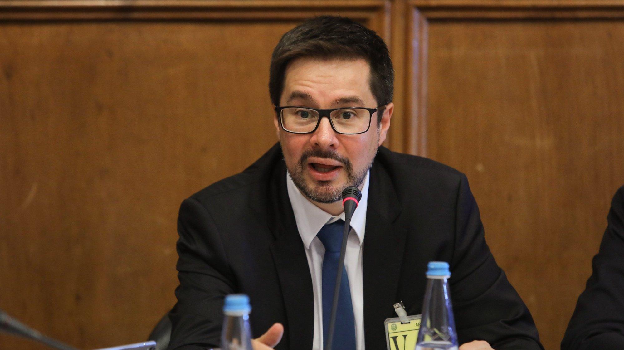 O administrador da ANA - Aeroportos de Portugal, Thierry Ligonniere, fala durante a sua audição perante a Comissão de Economia, Inovação e Obras Públicas, na Assembleia da República, em Lisboa, 26 de setembro de 2018. MIGUEL A. LOPES/LUSA