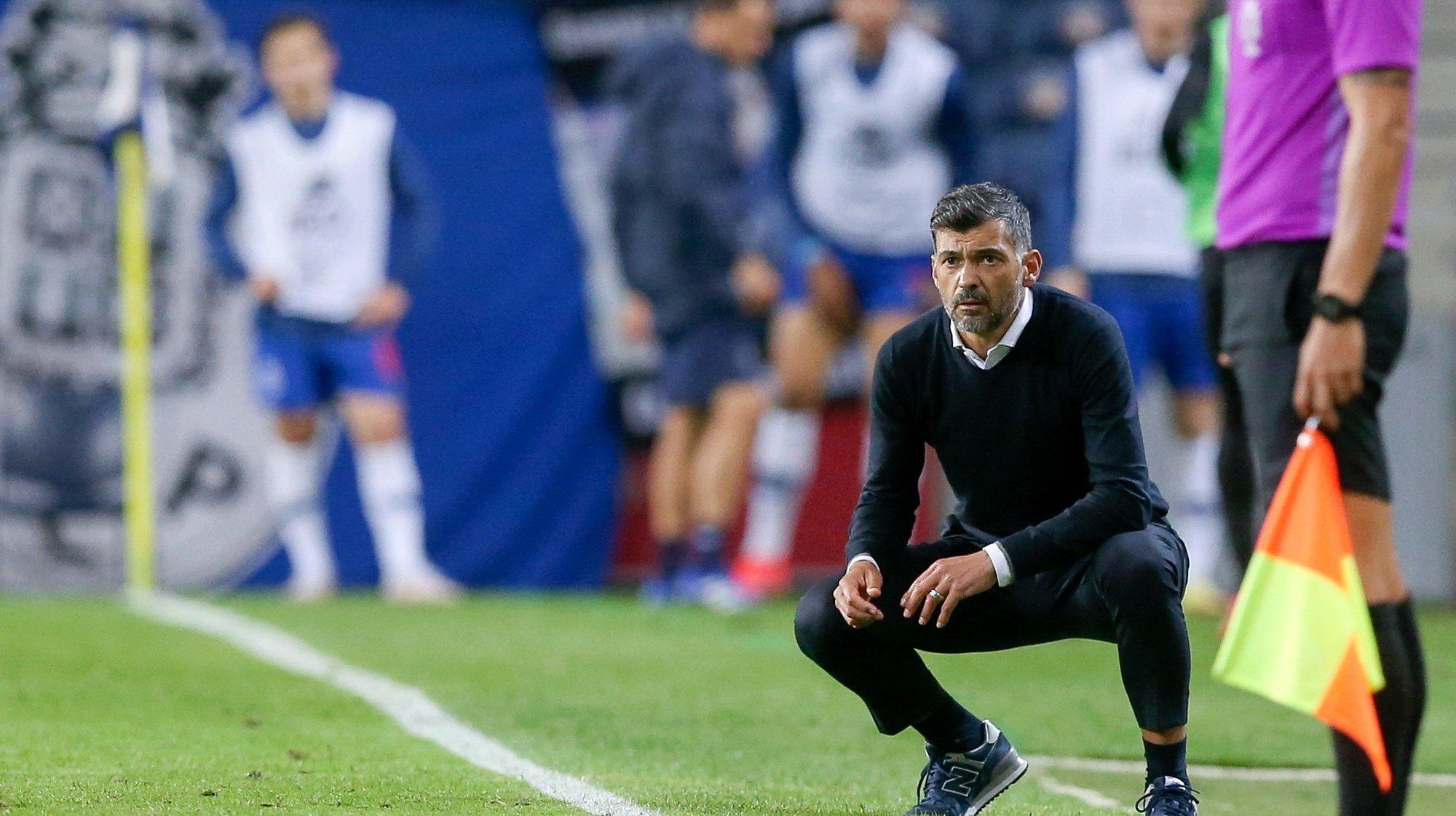 FC Porto's head coach Sergio Conceicao reacts during their Portuguese First League soccer match against Vitoria de Guimaraes, held at Dragao stadium, in Porto, north of Portugal, 22 April 2021. JOSE COELHO/LUSA