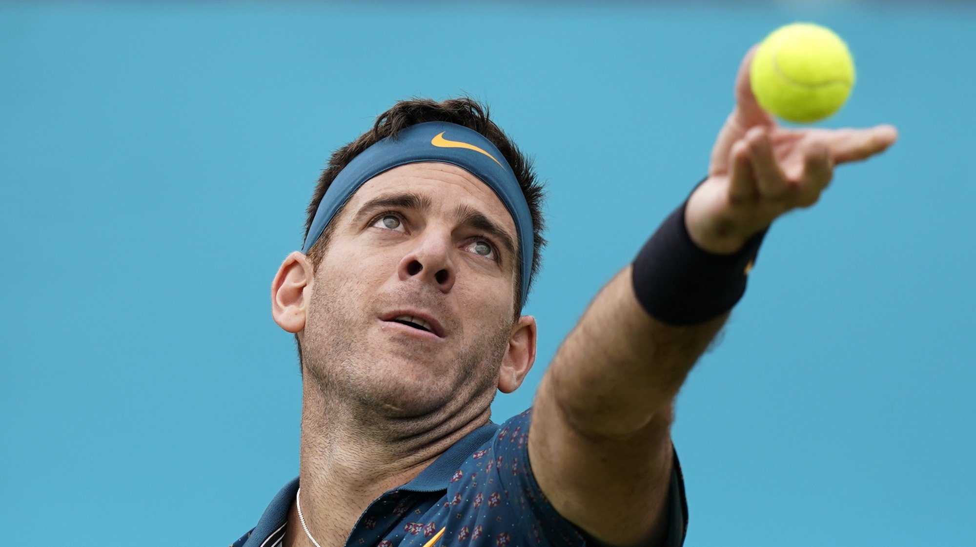 epa07657959 Argentina's Juan Martin del Potro serves to Canada's Denis Shapovalov during their round 32 match at the Fever Tree Championship at Queen's Club in London, Britain, 19 June 2019. The tournament runs from 17th June till 23 June 2019.  EPA/WILL OLIVER