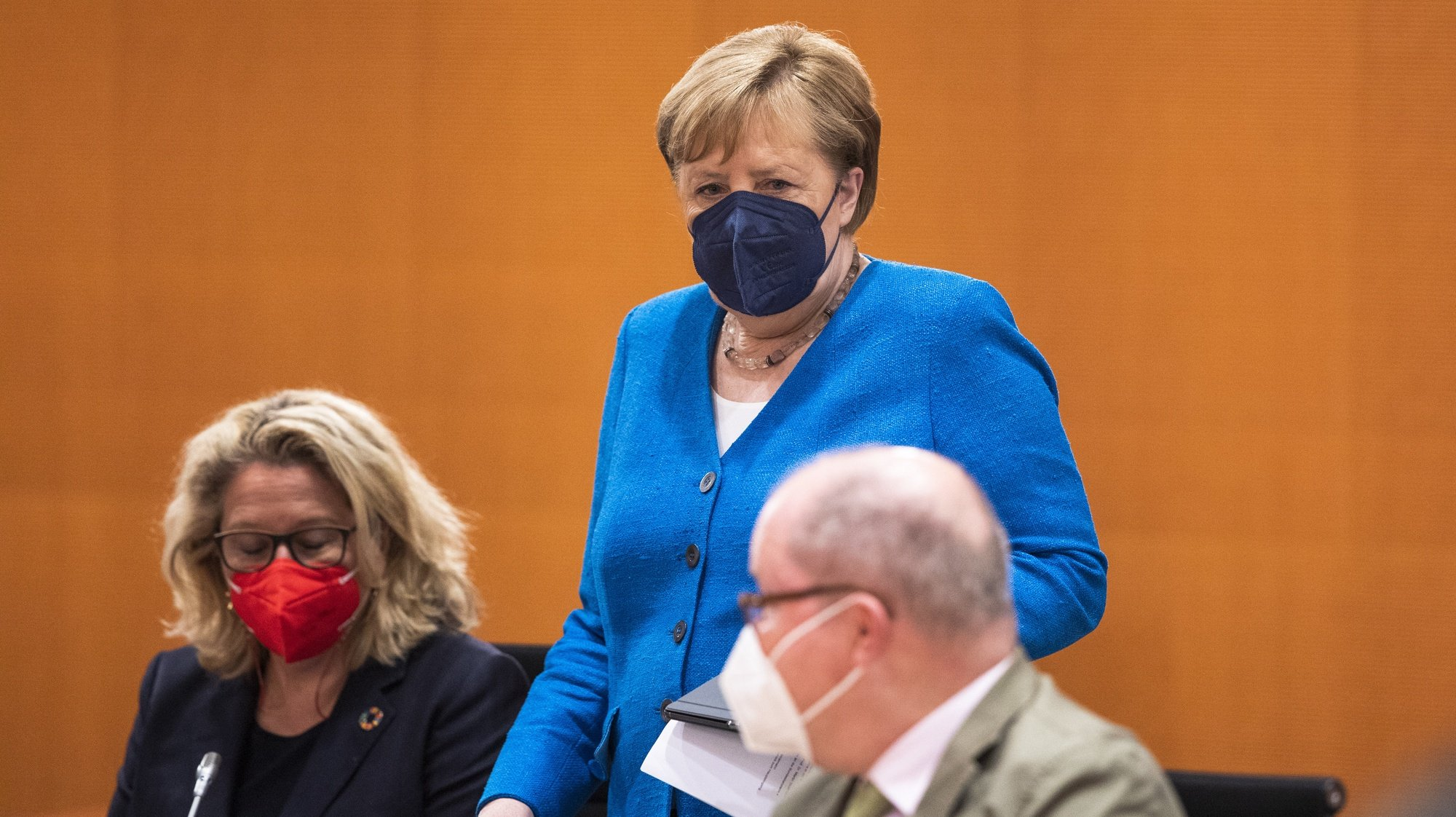 epa09312712 German Chancellor Angela Merkel (C) arrives for the weekly government cabinet meeting in Berlin, Germany, 30 June 2021. Germany has eliminated many of its pandemic lockdown measures as coronavirus disease (COVID-19) infection rates have plummeted nationwide to single digits and over 50 percent of the population has received a first dose of a vaccine. However authorities are becoming increasingly concerned over a possible fourth wave brought on by the spread of the Delta variant.  EPA/MAJA HITIJ / POOL