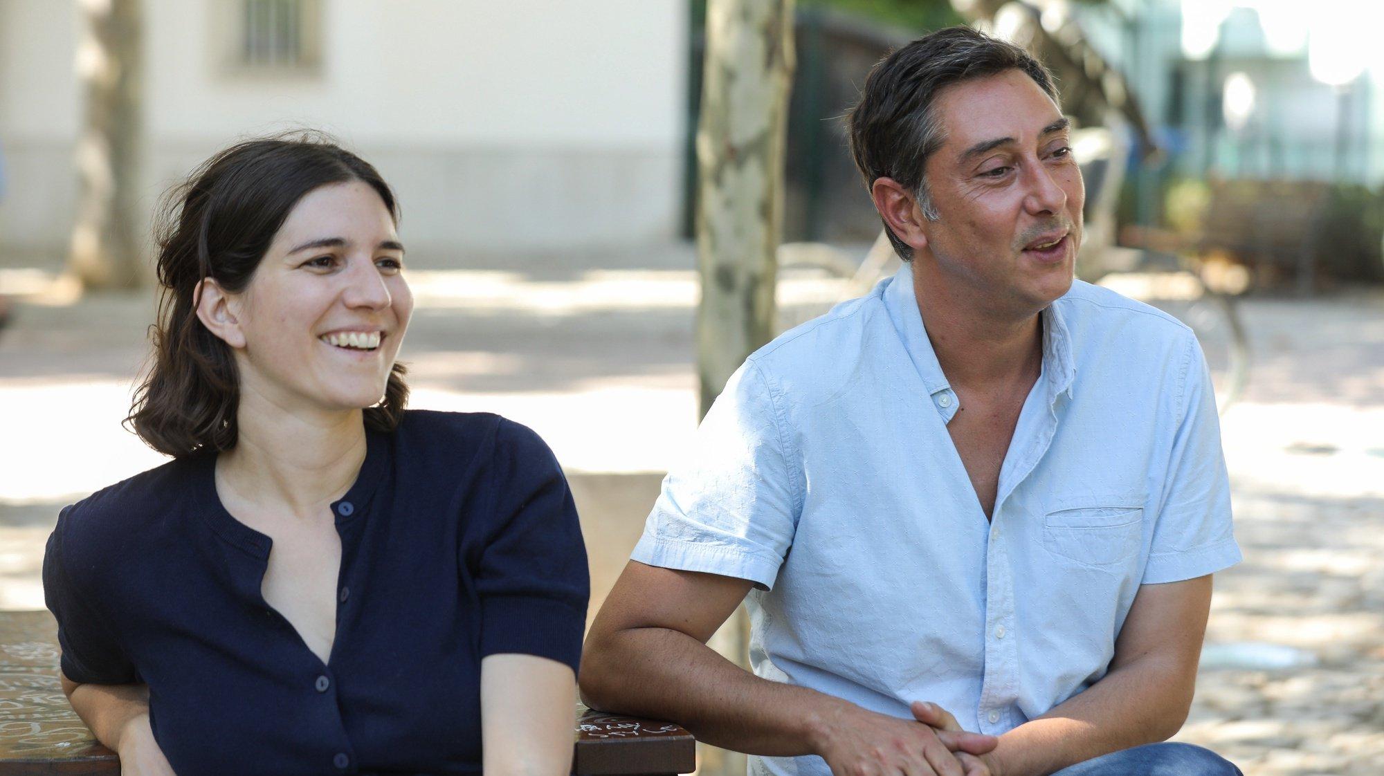 """O realizador do filme """"Diários de Otsoga"""", Maureen Fazendeiro e Miguel Gomes, durante uma entrevista à Agência Lusa, em Lisboa, 17 de agosto de 2021. O filme """"Diários de Otsoga"""", tem estreia marcada para dia 19 de agosto. (ACOMPANHA TEXTO DE 18 DE AGOSTO DE 2021). MIGUEL A. LOPES / LUSA"""