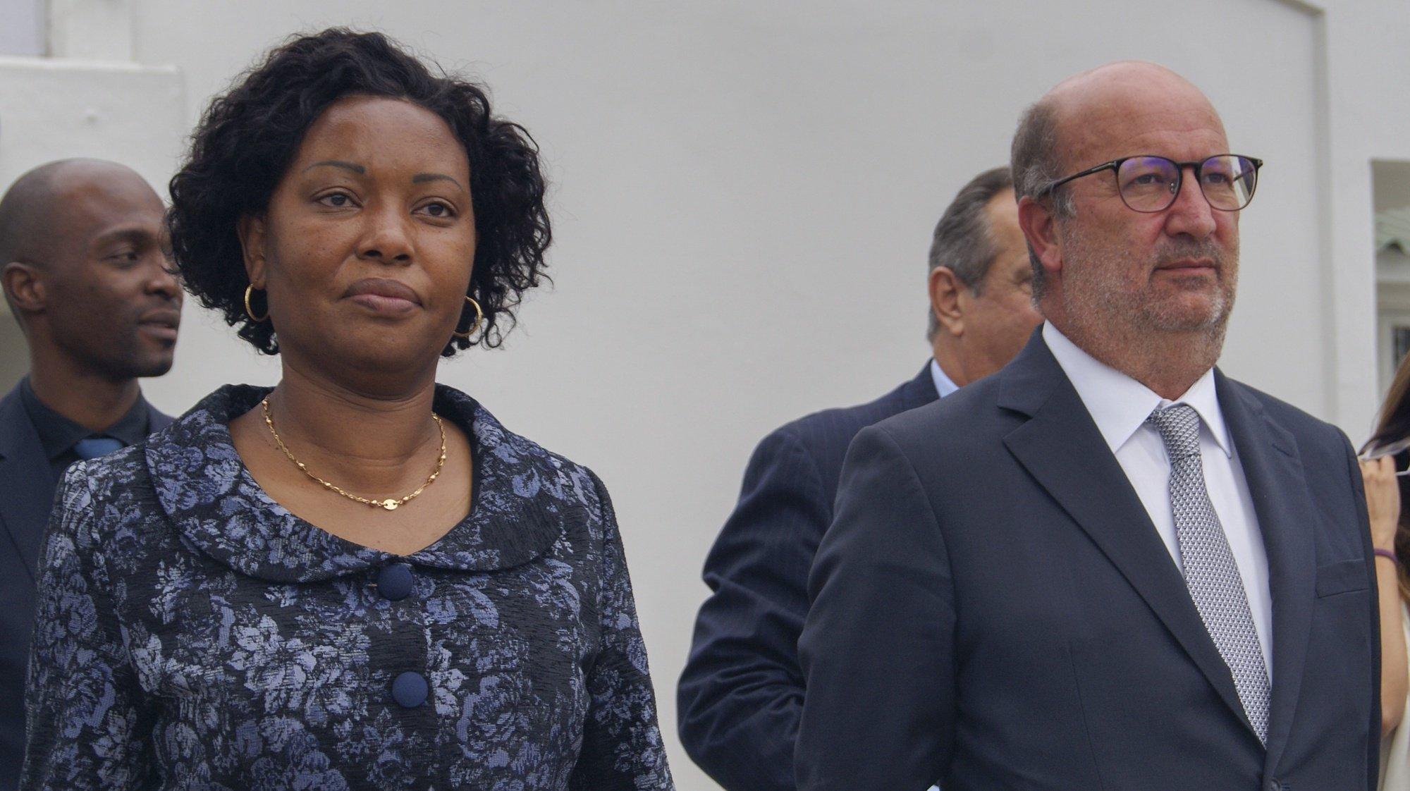 Ivete Maibaze (E), ministra da Terra e Ambiente de Moçambique e João Pedro Matos Fernandes (D), ministro do Ambiente e da Ação Climática português, durante um encontro em Maputo, Moçambique, 16 de setembro de 2021. João Pedro Matos Fernandes está desde quarta-feira em Moçambique, numa visita de quatro dias. (ACOMPANHA TEXTO). LUÍSA NHANTUMBO/LUSA