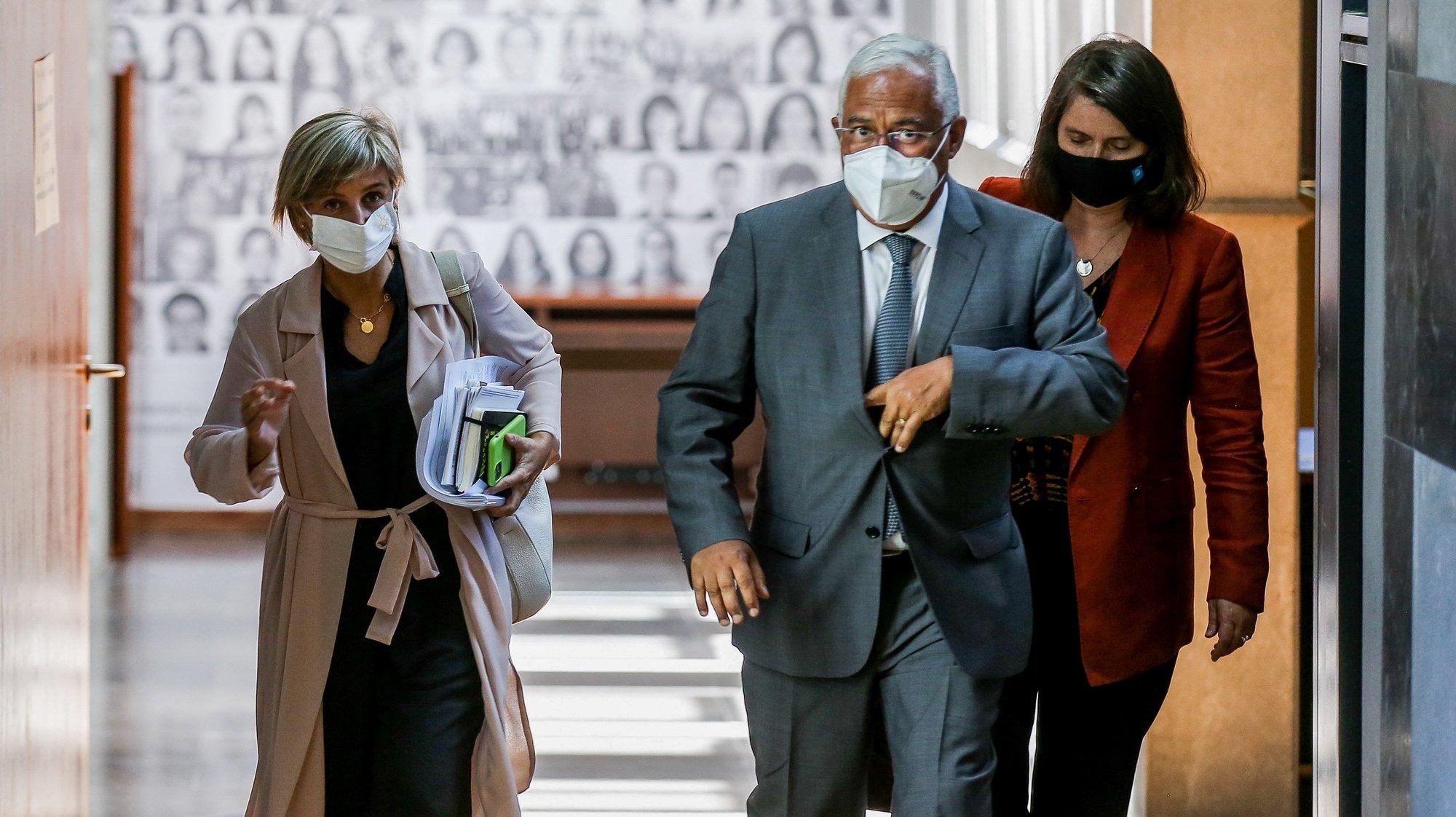 A ministra da Saúde, Marta Temido (E), e o primeiro-ministro, António Costa, à saída da 22ª sessão sobre a evolução da covid-19 em Portugal no Infarmed, Lisboa, 27 de julho de 2021. NUNO FOX/LUSA