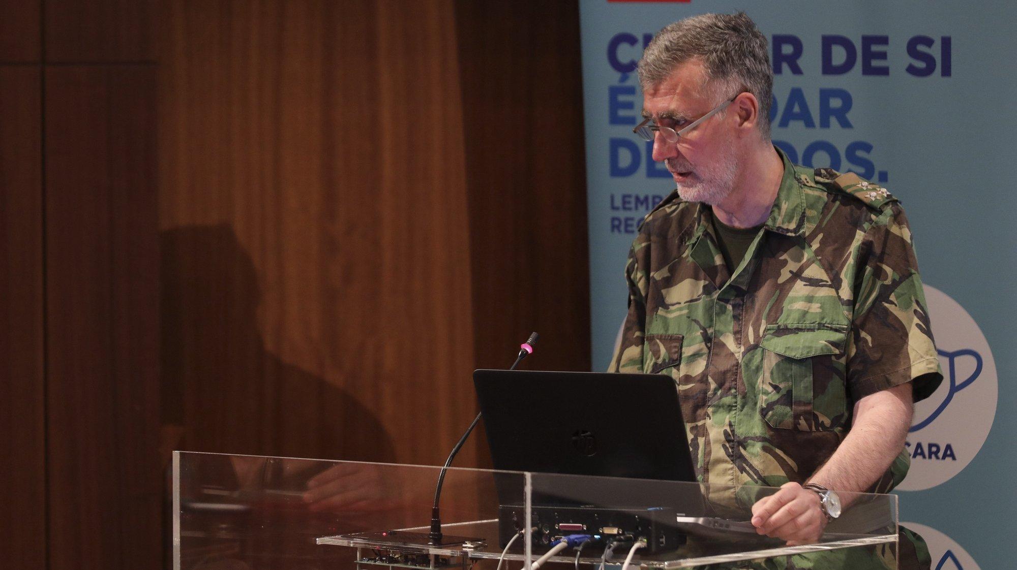 O coordenador da Task Force para o Plano de Vacinação contra a covid-19 em Portugal, vice-almirante Henrique Gouveia e Melo, intervém na 23ª sessão sobre a evolução da covid-19 em Portugal, no Infarmed, Lisboa, 16 de setembro de 2021. MIGUEL A. LOPES/LUSA