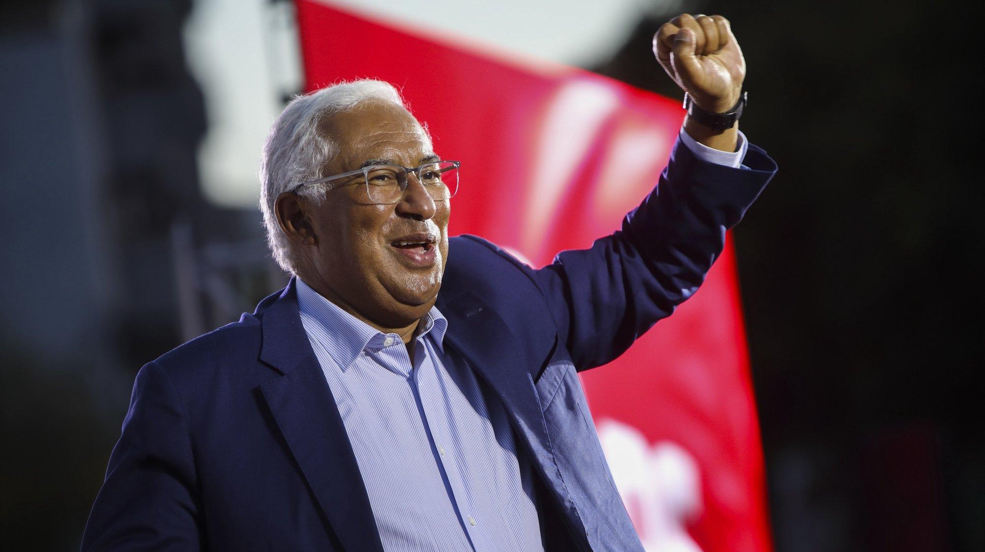 O secretário-geral do Partido Socialista (PS), António Costa, durante um comício em Castelo Branco, 22 de setembro de 2021. No próximo dia 26 de setembro mais de 9,3 milhões eleitores podem votar nas eleições autárquicas para eleger os seus representantes locais. PEDRO REIS MARTINS/LUSA