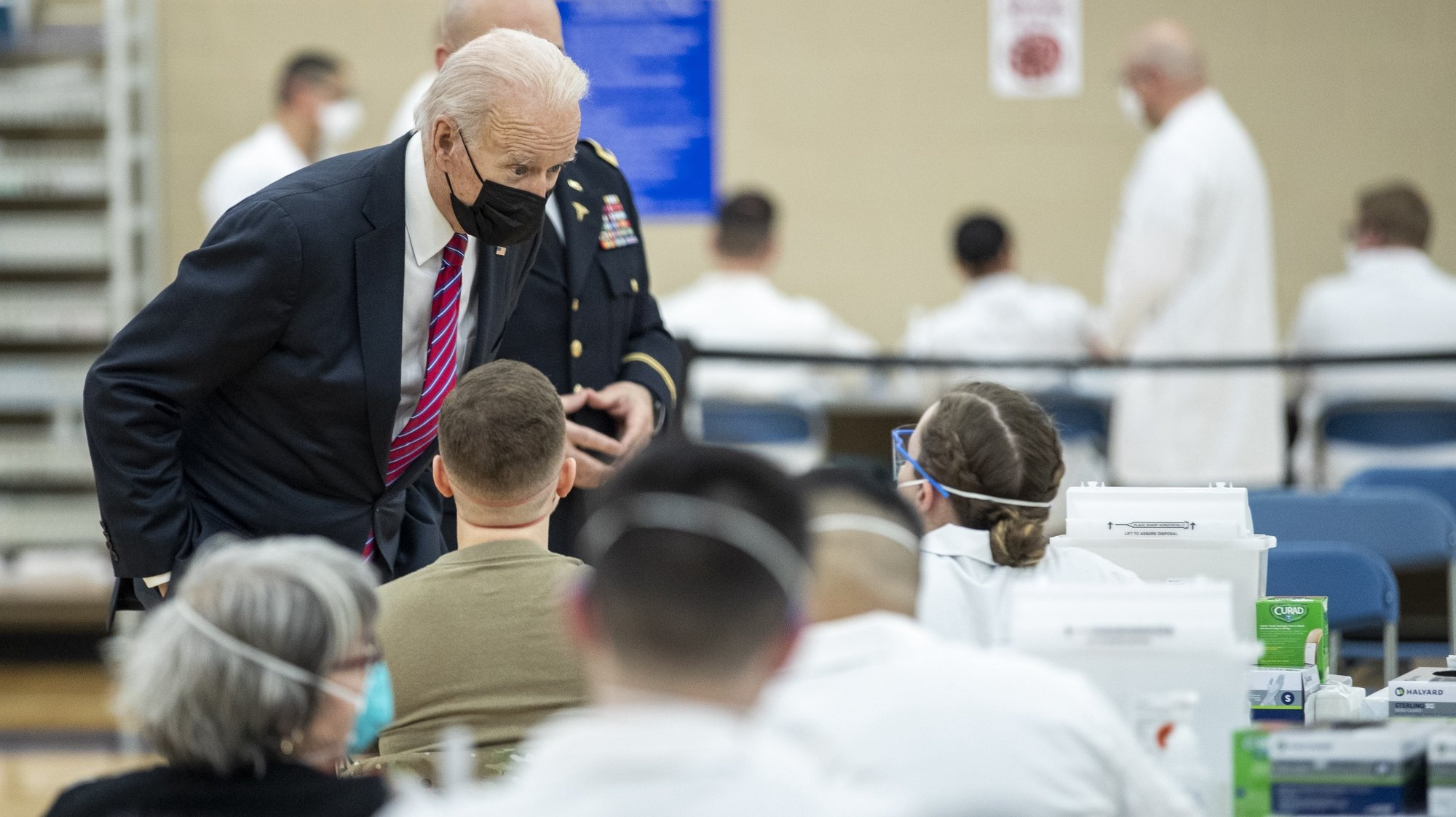 epaselect epa08974027 US President Joe Biden on a tour of a COVID-19 vaccination center at Walter Reed National Military Medical Center in Bethesda, Maryland, USA, 29 January 2021.  President Biden is to visit with wounded service members.  EPA/SHAWN THEW