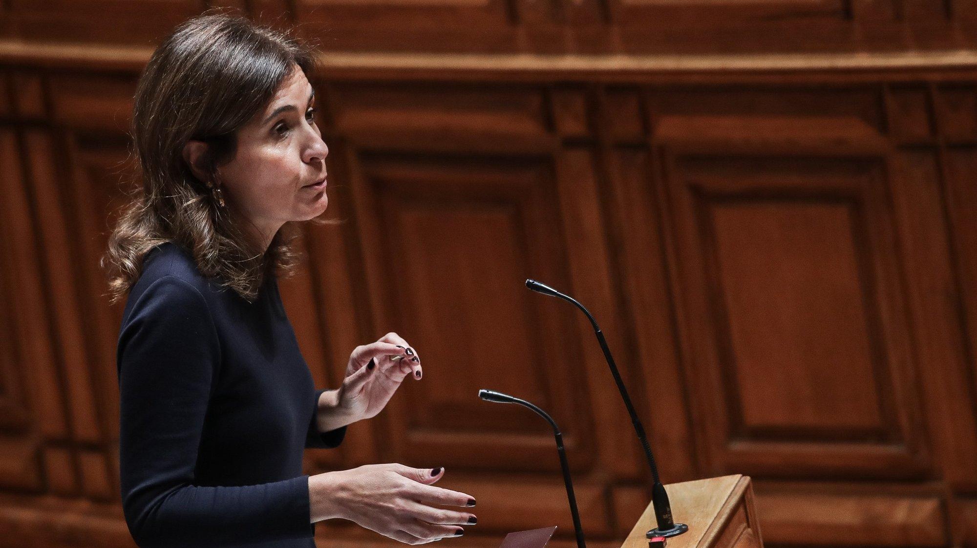 """A deputada do CDS-PP, Ana Rita Bessa, participa no debate sobre o tema """"Situação da saúde em  Portugal"""", na Assembleia da República, em Lisboa, 28 de novembro de 2019. MÁRIO CRUZ/LUSA"""