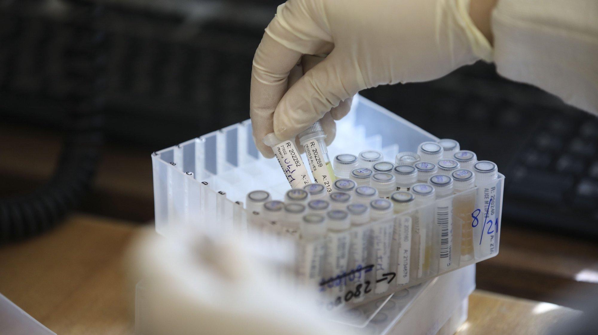 Mergulhados em dados, gráficos e relatórios, os investigadores do Instituto Nacional de Saúde Doutor Ricardo Jorge, INSA, que estudam a pandemia em Portugal saltaram para a linha da frente no combate à covid-19, desenhando cenários com o poder de influenciar decisões que afetam os 10 milhões de portugueses, em Lisboa, 24 fevereiro 2021. (ACOMPANHA TEXTO DA LUSA DO DIA 27 FEVEREIRO 2021). ANDRÉ KOSTERS/LUSA