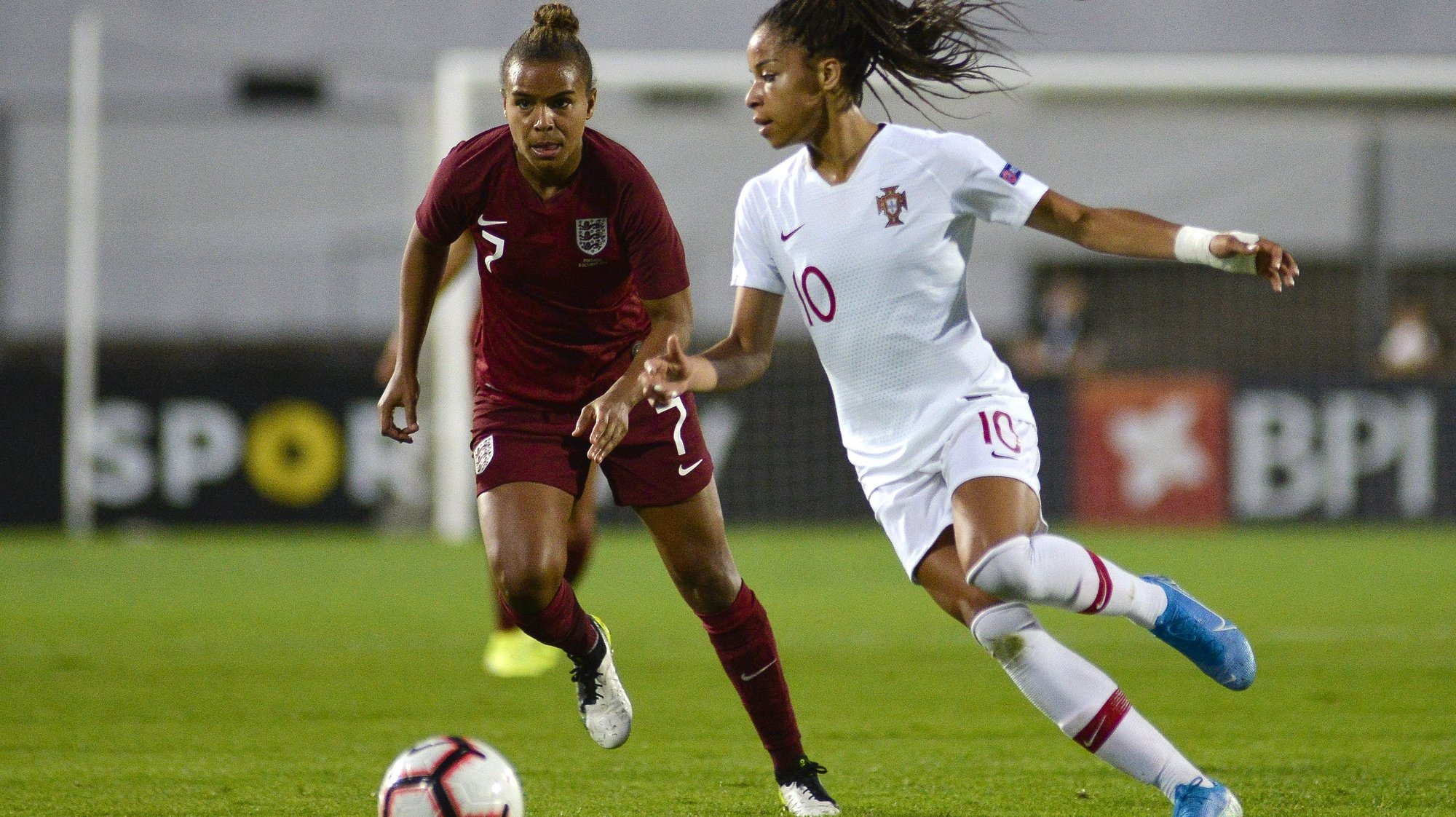 Portugal`s Jessica Silva (R) fights for the ball with Nikita Parris of England during their friendly women soccer match held at Bonfim Stadium, Setubal, Portugal, 8th October 2019. RUI MINDERICO/LUSA
