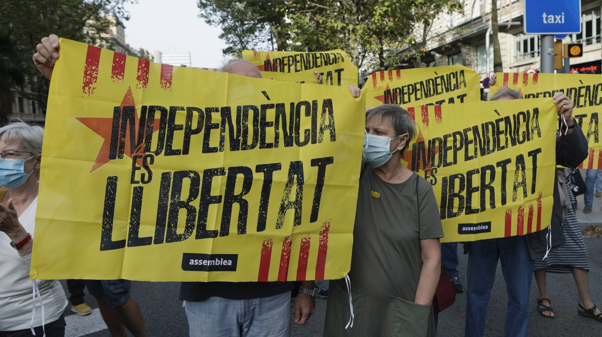 epa09484802 Demonstrators hold a banner reading in Catalan language 'Independence is Freedom' as several dozens people rally in front of Italian Consulate to protest against the arrest of Catalan pro-independent leader and former regional President Carles Puigdemont in the Italian island of Sardinia 23 September evening, in Barcelona, Spain, 24 September 2021. Puigdemont was arrested under a international warrant asked by Spanish authorities, four years after he run away from judicial authorities amid the inquiry of the illegal referendum held in Catalonia in 2017.  EPA/QUIQE GARCIA