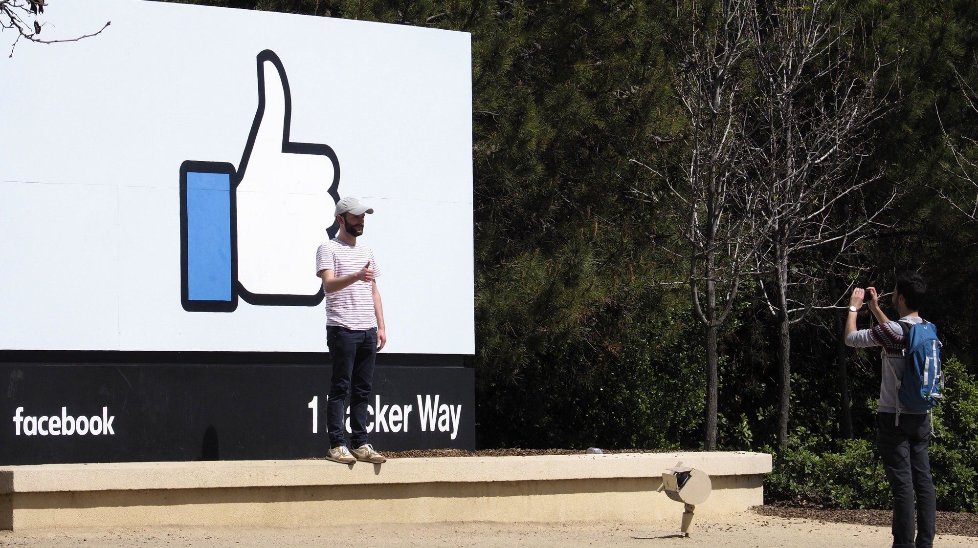 epa08967901 (FILE) -  A person has his picture taken in from of Facebook's 'Like' icon signage in front of their campus building in Menlo Park, California, USA, 30 March 2018 (reissued 26 January 2021). Facebook is to publish their 4th quarter 2020 results on 27 January 2021.  EPA/JOHN G. MABANGLO *** Local Caption *** 54232824