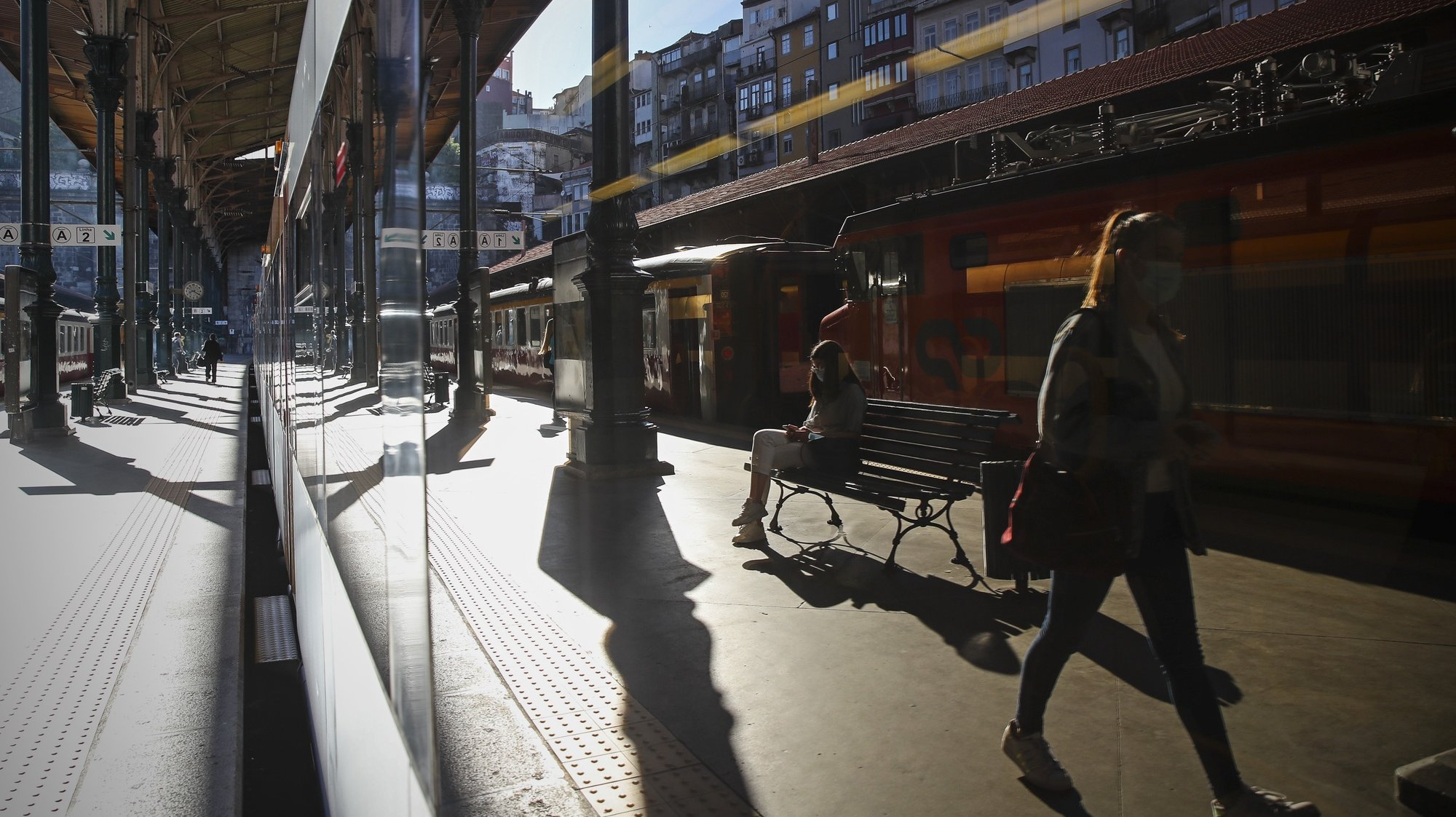 Estação de São Bento no Porto em mais um dia de greve nacional da CP – Comboios de Portugal, 25  de junho de 2021. Convocada pelo Sindicato Nacional dos Trabalhadores do Setor Ferroviário (SNTSF) e pela Federação dos Sindicatos dos Transportes e Comunicações (Fectrans), pelo aumento geral dos salários.JOSÉ COELHO/LUSA
