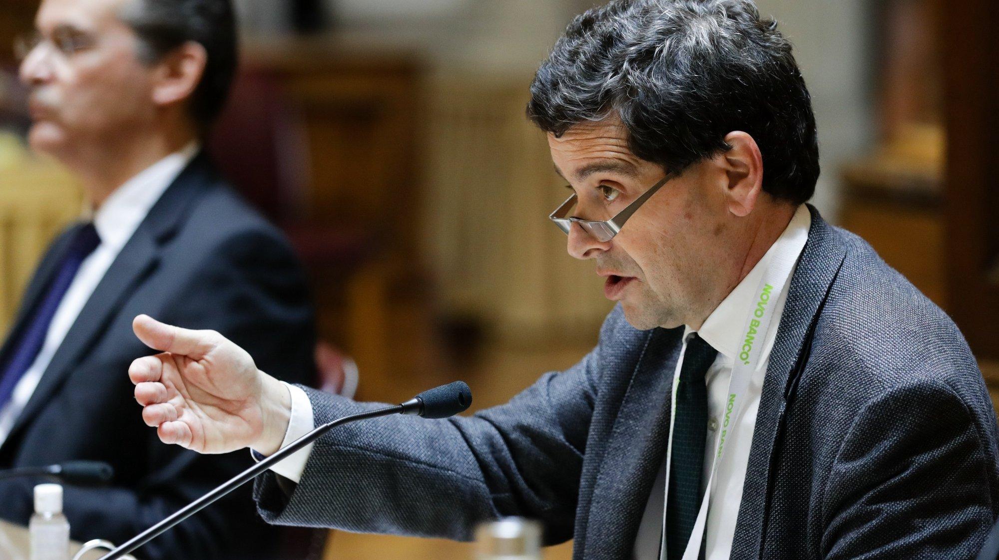 O presidente do Conselho de Administração Executivo do Novo Banco, António Ramalho, fala durante a sua audição perante a Comissão de Economia, Inovação, Obras Públicas e Habitação na Assembleia da República, em Lisboa, 22 de abril de 2020. TIAGO PETINGA/LUSA