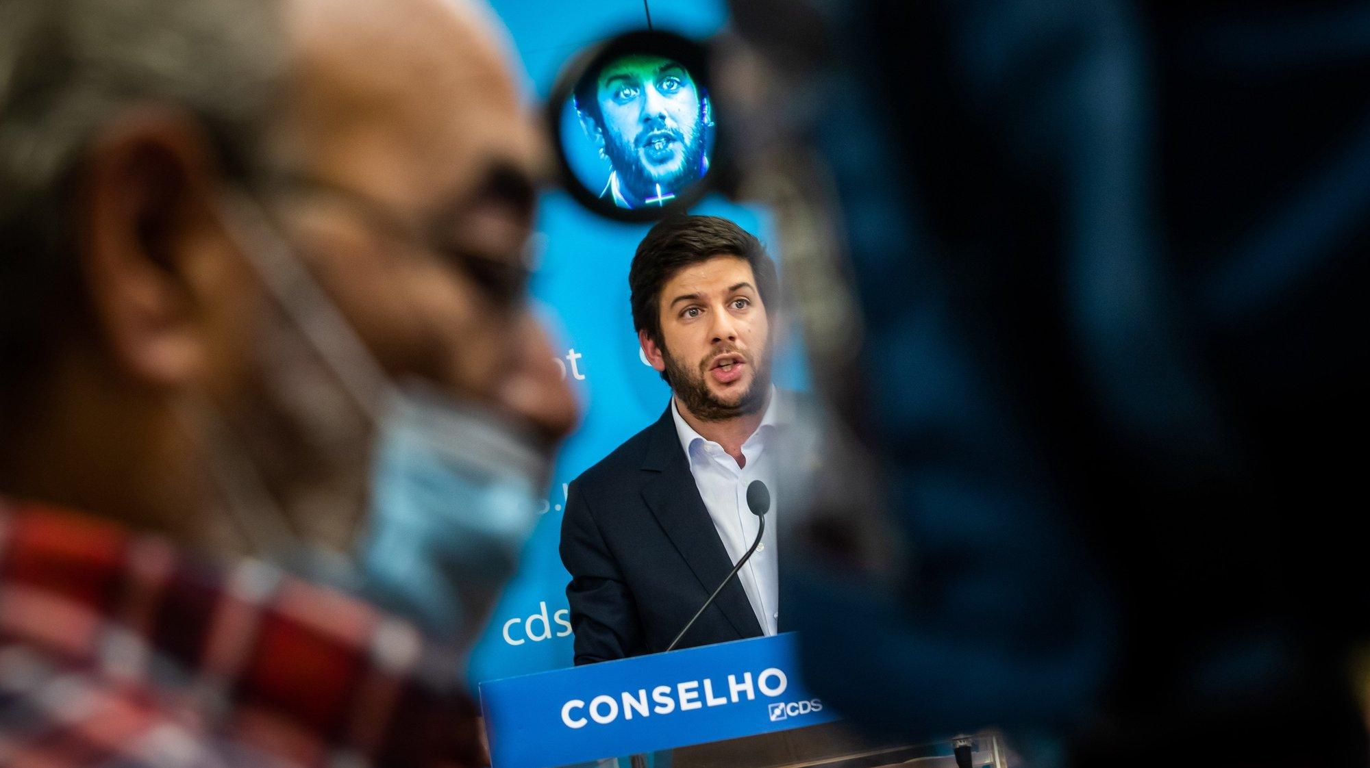 O presidente do CDS-PP, Francisco Rodrigues dos Santos, fala aos jornalistas durante uma conferência de imprensa após reunião do Conselho Nacional do CDS-PP, na sede do partido em Lisboa, 01 de junho de 2021. .JOSE SENA GOULAO/LUSA