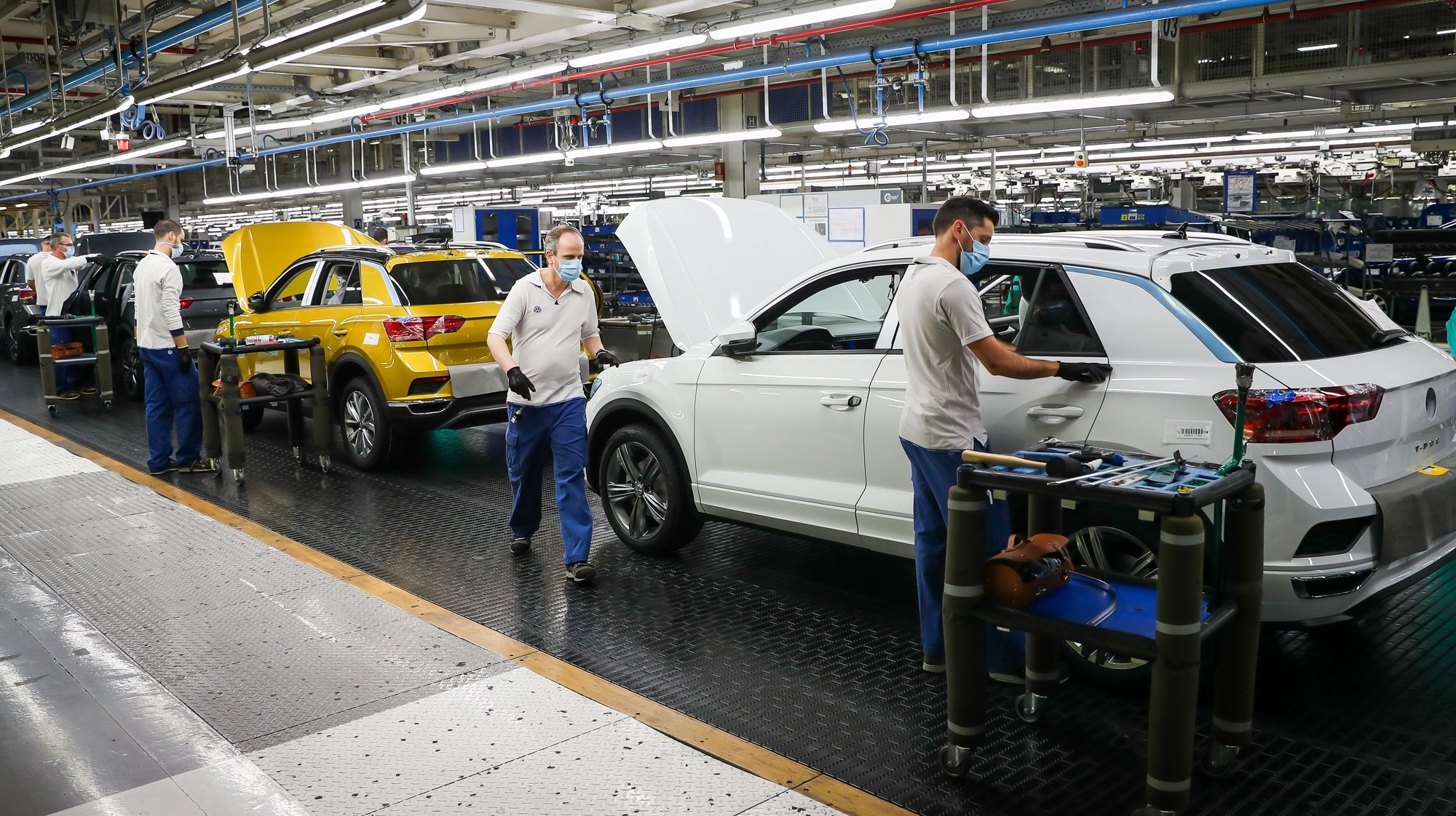 Employees work on the construction of Volkswagen T-Roc at Autoeuropa's plant in Palmela, Setubal, Portugal, 13 May 2020. JOSE SENA GOULAO/LUSA