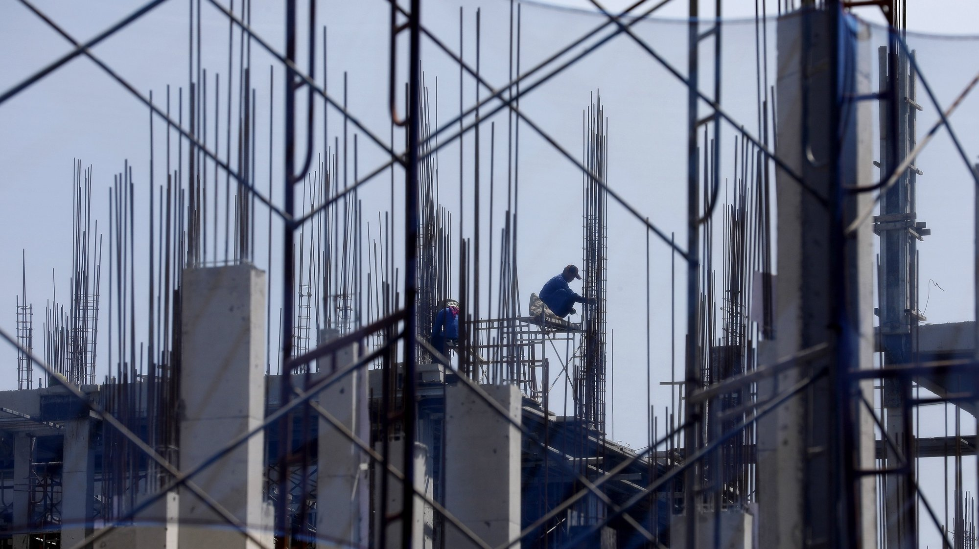 epa08534649 A laborer works at a construction site in Hanoi, Vietnam, 08 July 2020. Vietnam's GDP growth grew by 1.8 percent in the first half of 2020 due to the pandemic of the COVID-19 disease caused by the SARS-CoV-2 coronavirus, according to General Statistics Office (GSO).  EPA/LUONG THAI LINH