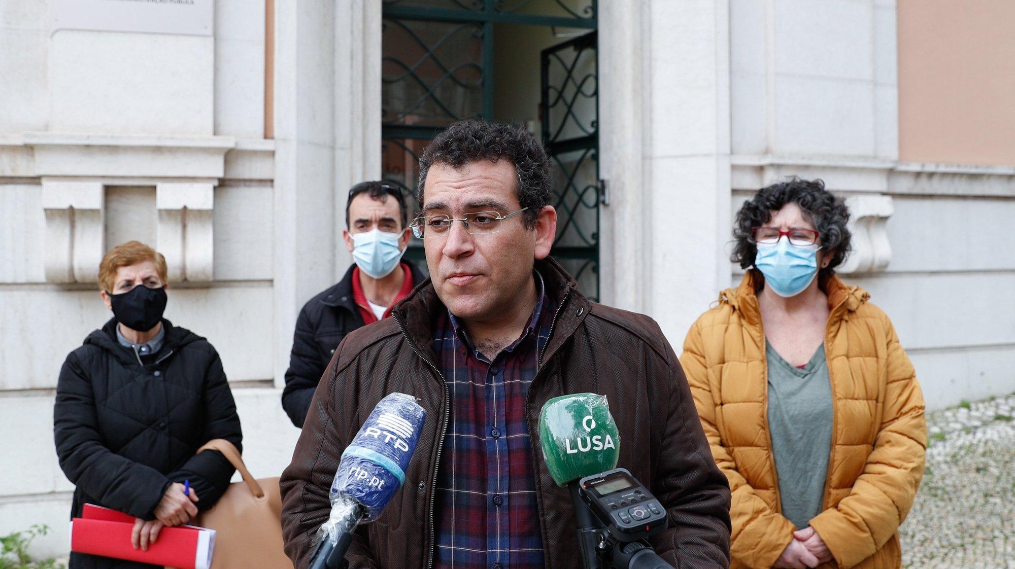 O presidente da Frente Comum dos Sindicatos da Administração Pública (FCSAP), Sebastião Santana, durante a conferência de imprensa, para divulgação das conclusões do plenário da Frente Comum realizado durante a manhã, em Lisboa, 19 de fevereiro de 2021. ANTÓNIO COTRIM/LUSA