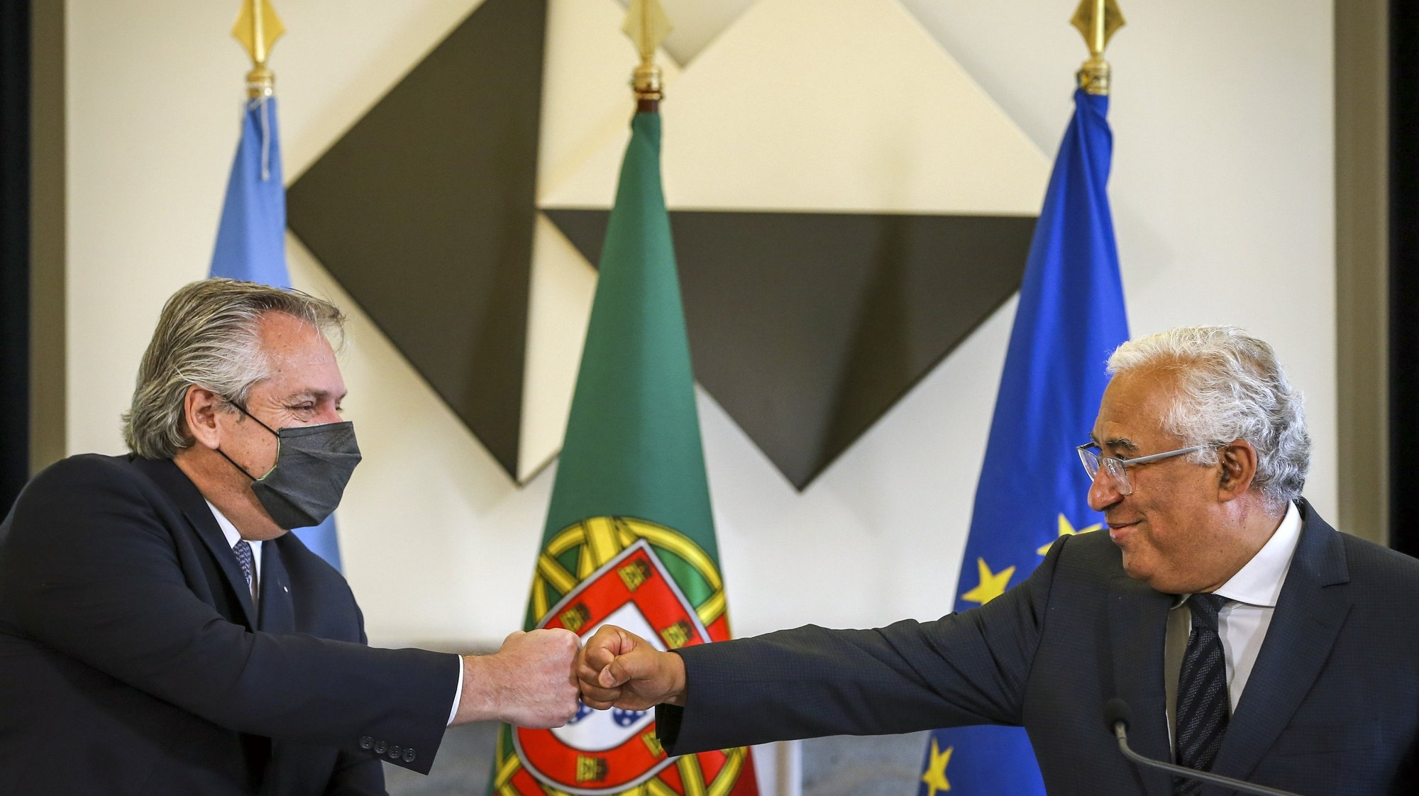 Argentine President Alberto Fernandez (L) and Portuguese Prime Minister Antonio Costa (R) during a press conference at the end of a meeting at Sao Bento Palace in Lisbon, Portugal, 10 May 2021. RODRIGO ANTUNES/LUSA