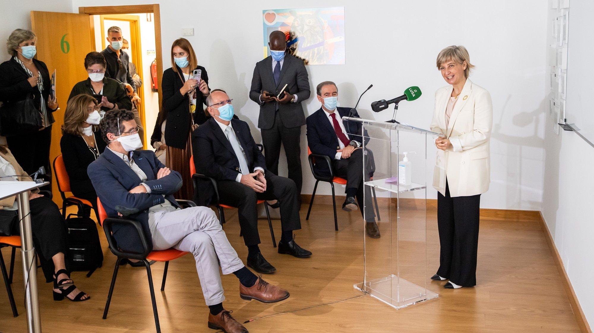 A ministra da Saúde, Marta Temido (D), discursa durante a inauguração das instalações provisórias da Unidade de Saúde Mental de Oeiras do Serviço de Psiquiatria do Centro Hospitalar Lisboa Ocidental (CHLO), em Oeiras, 25 de maio de 2021. JOSÉ SENA GOULÃO/LUSA