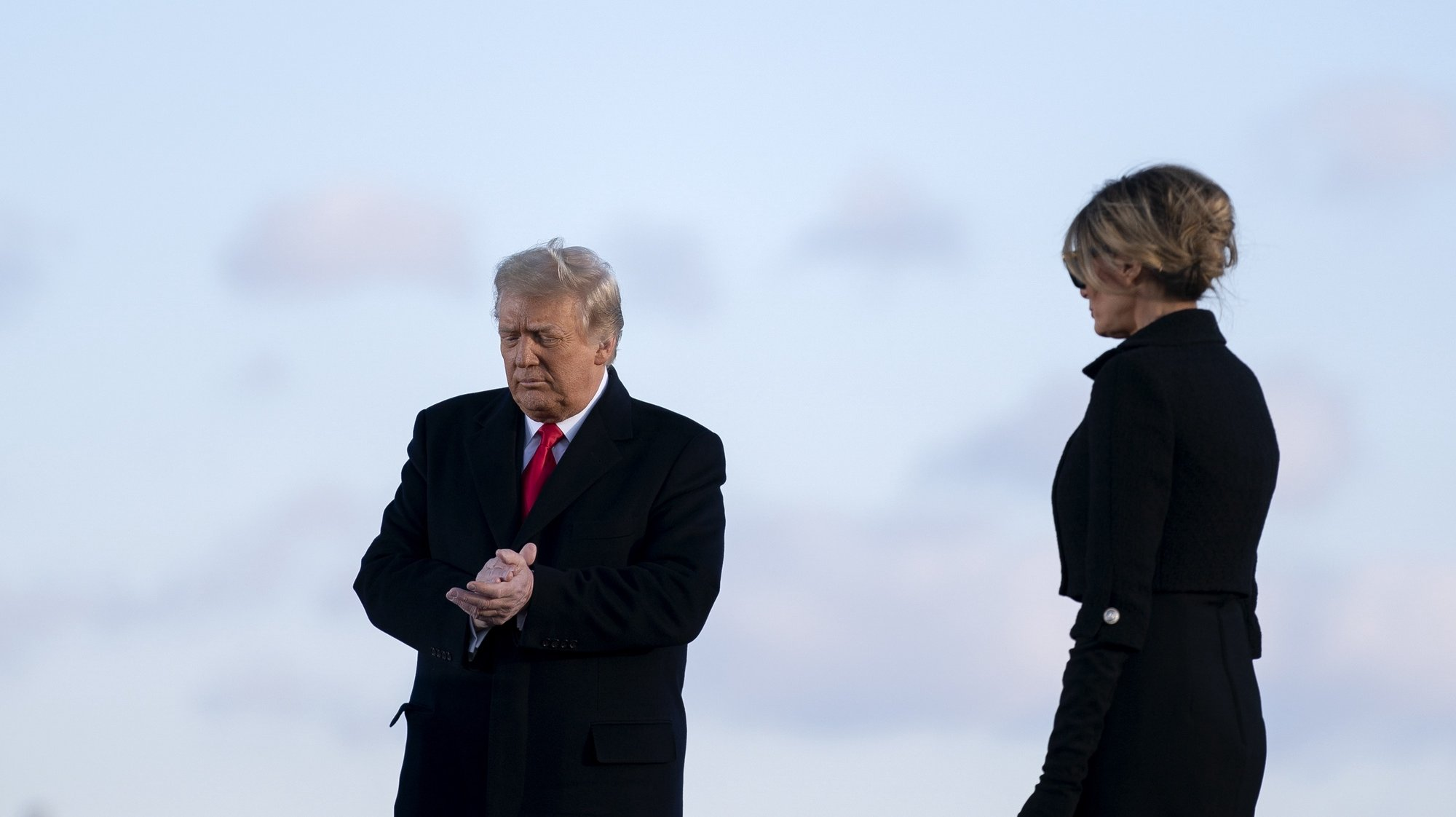 epa08953514 U.S. President Donald Trump, left, and U.S. First Lady Melania Trump prepare to depart a farewell ceremony at Joint Base Andrews, Maryland, USA, 20 January 2021. US President Donald J. Trump is not attending the Inaugration ceremony of President-elect Joe Biden. Biden won the 03 November 2020 election to become the 46th President of the United States of America.  EPA/Stefani Reynolds / POOL