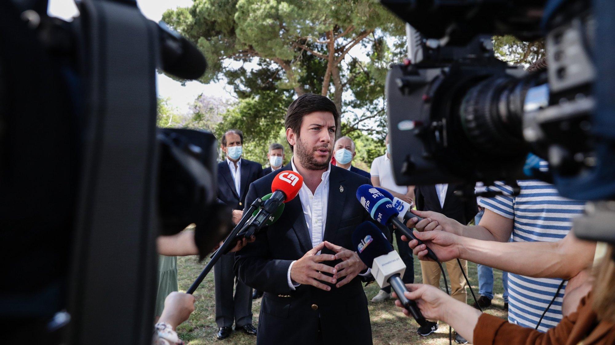 O Presidente do CDS/PP, Francisco Rodrigues dos Santos, fala com a imprensa à sua chegada para visitar a 5ª Capital do Móvel - Feira de Mobiliário e Decoração em Lisboa, 30 de maio de 2021. TIAGO PETINGA/LUSA