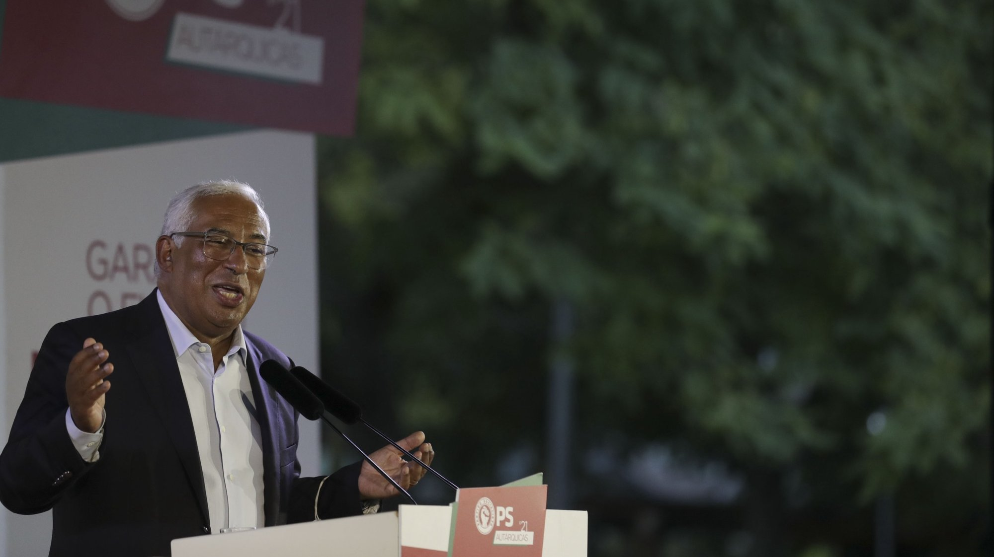 O secretário-geral do PS, António Costa, discursa na apresentação do programa eleitoral da candidatura do PS à Câmara Municipal de Loures, liderada pelo deputado Ricardo Leão (ausente da foto), Loures, 07 de setembro de 2021. TIAGO PETINGA/LUSA