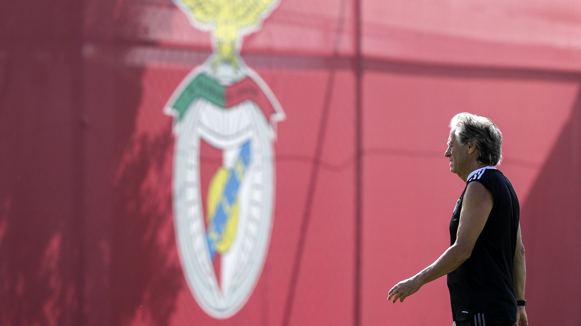 Benfica's head coach Jorge Jesus leads a training session at Seixal Campus, Portugal, 23 August 2021. Benfica will face PSV Eindhoven in a UEFA Champions League play-off second leg soccer match on 24 August 2021. TIAGO PETINGA/LUSA