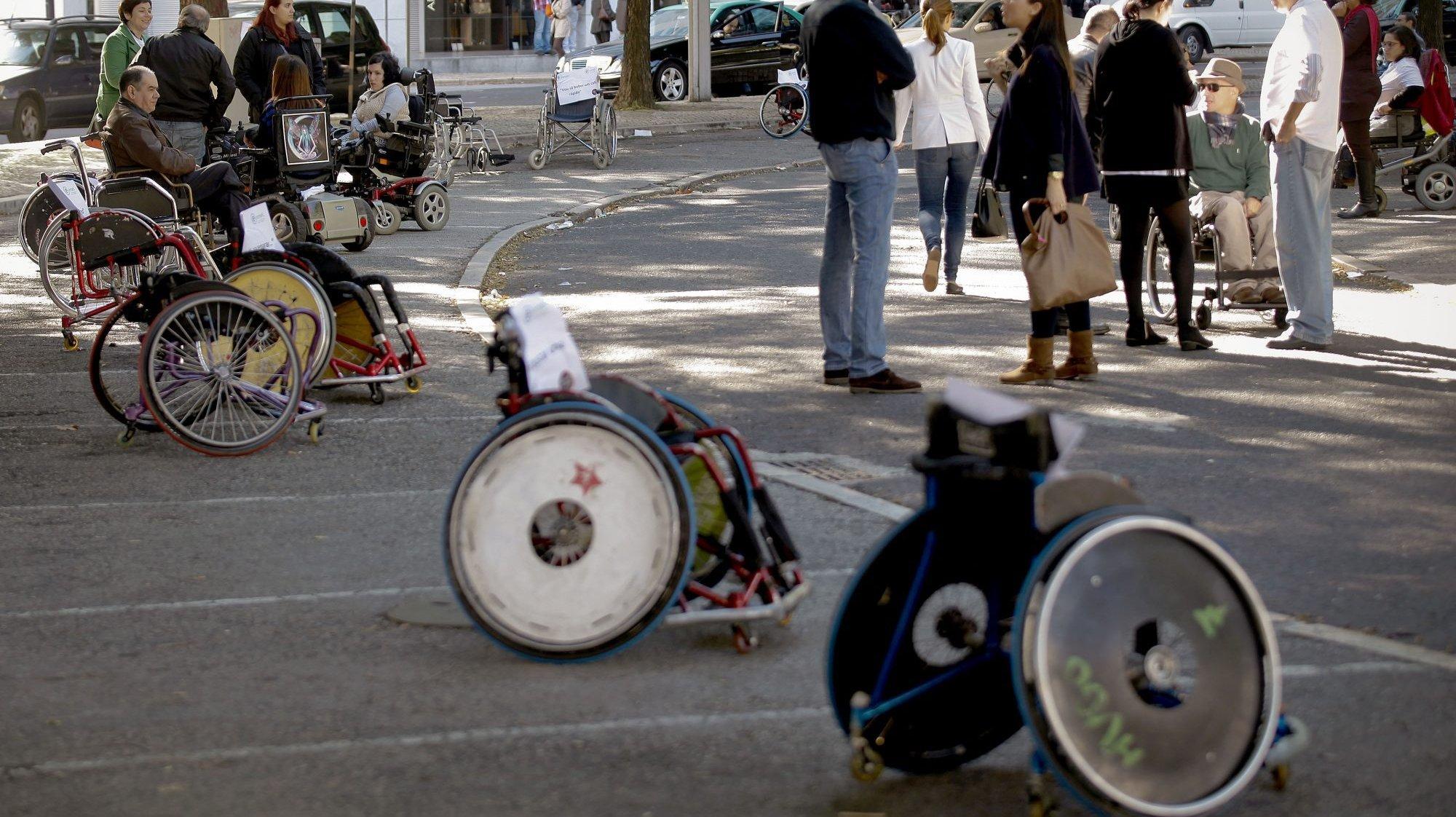 Ação de protesto de cidadãos em cadeira de rodas