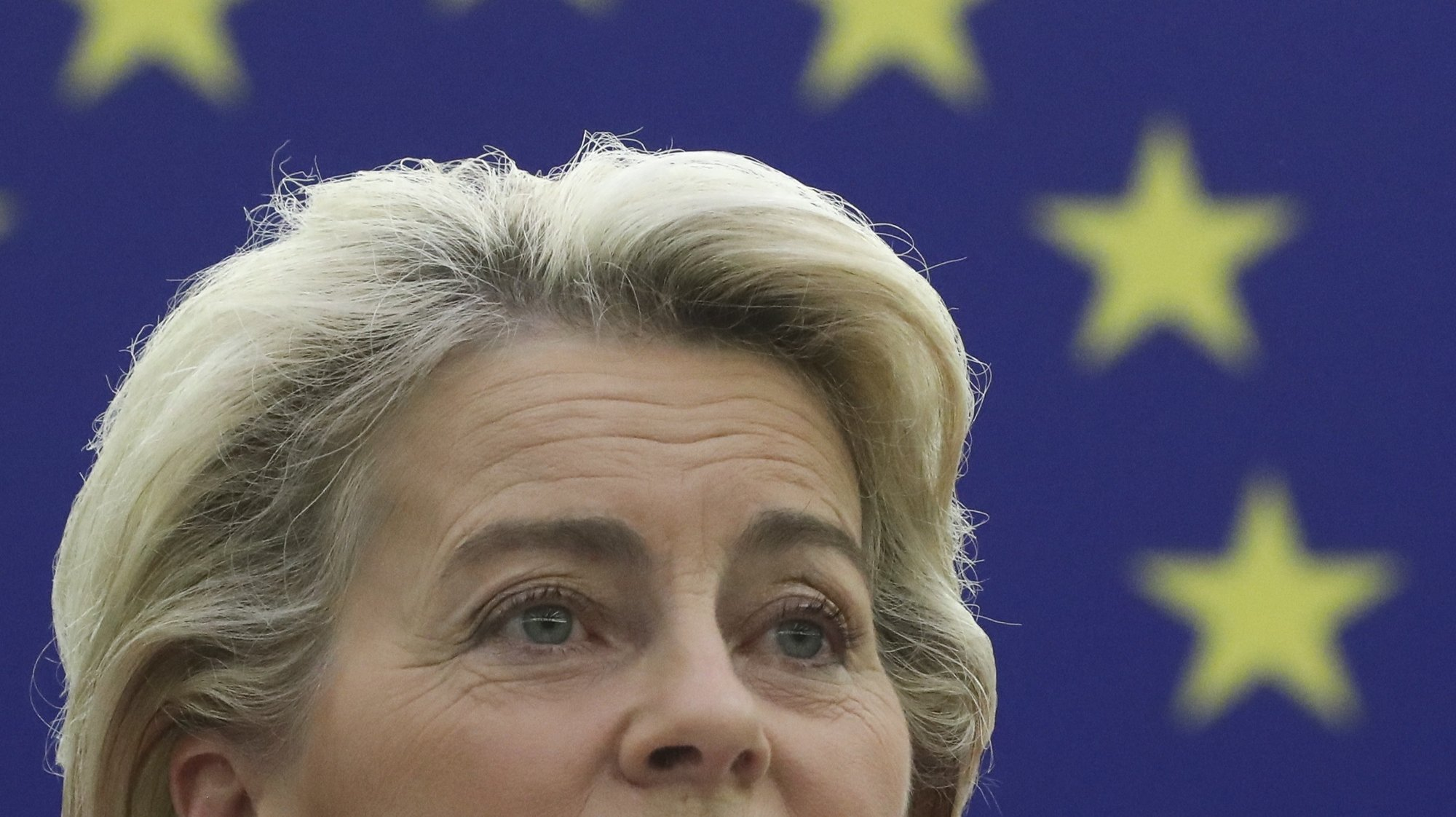 epa09469202 European Commission President Ursula von der Leyen delivers a speech during a debate on 'The State of the European Union' at the European Parliament in Strasbourg, France, 15 September 2021.  EPA/YVES HERMAN / POOL  MAXPPP OUT