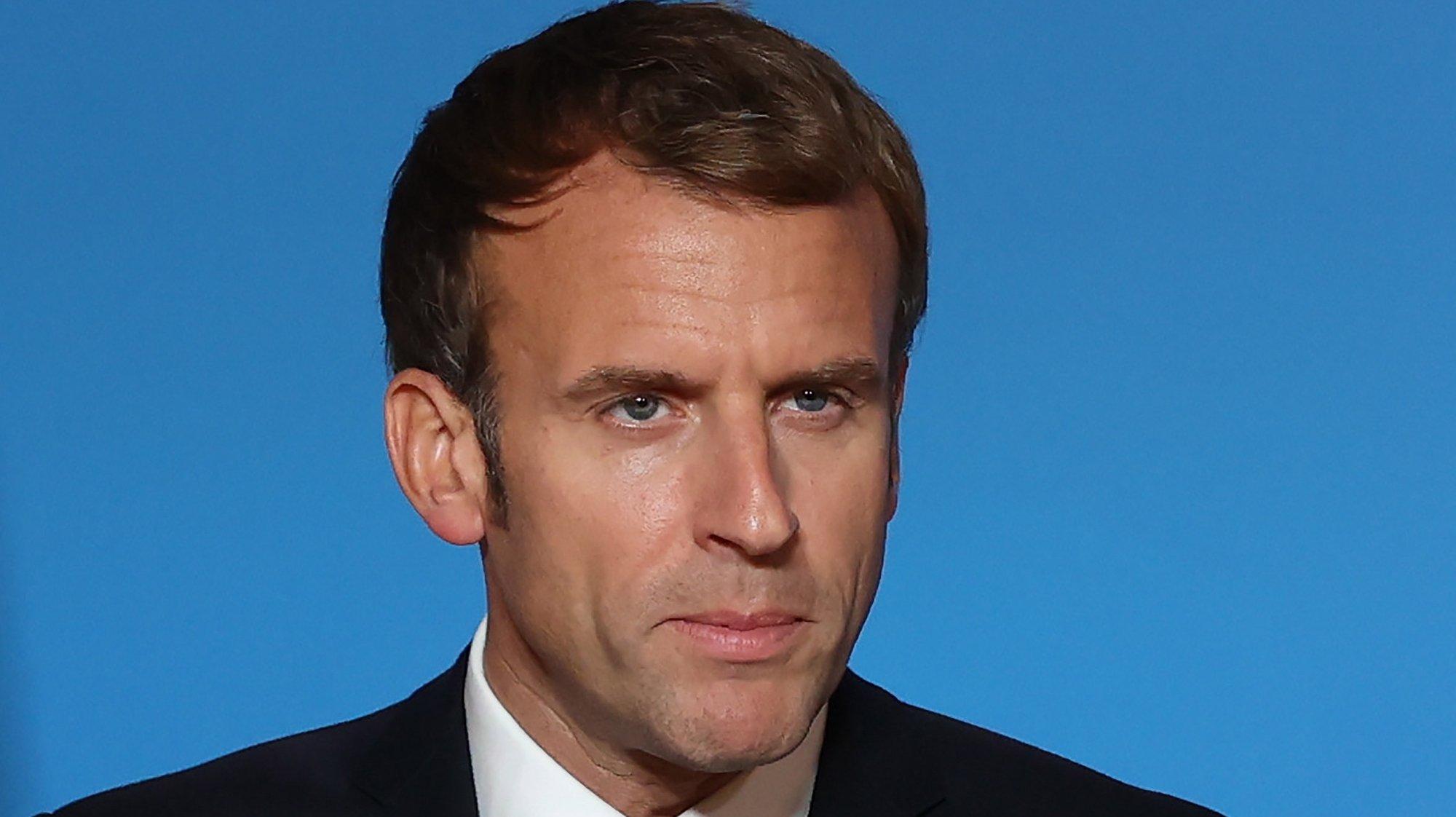 Emmanuel Macron fala durante uma conferência de imprensa