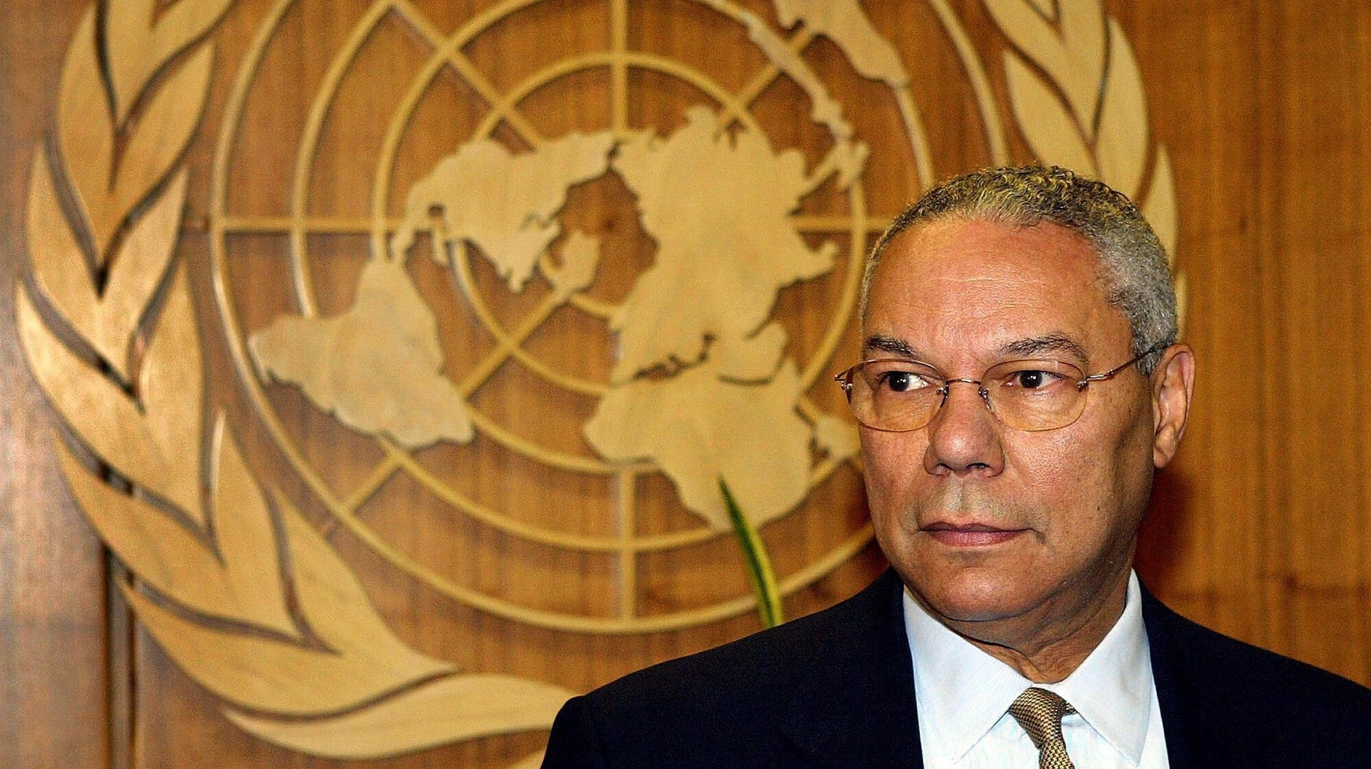 epa09530044 (FILE) - US Secretary of State Colin Powell waits for United Nations Secretary General Kofi Annan outside Annan's office, at the UN Headquarters in New York City, USA, 21 August 2003 (reissued 18 October 2021). Colin Powell has died at the age of 84, his family said on Facebook on 18 October 2021.  EPA/MATT CAMPBELL