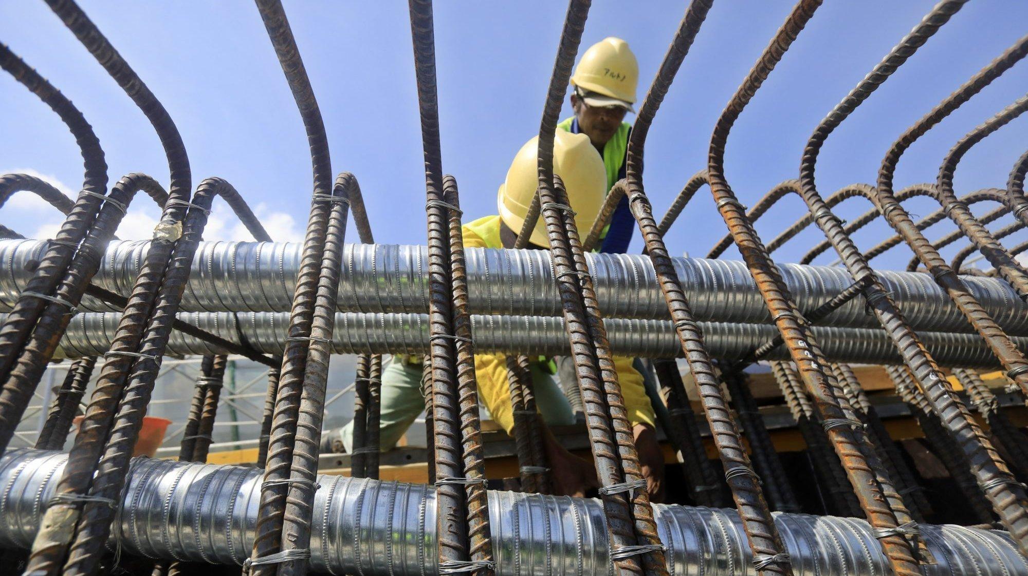 Homens a trabalhar na construção