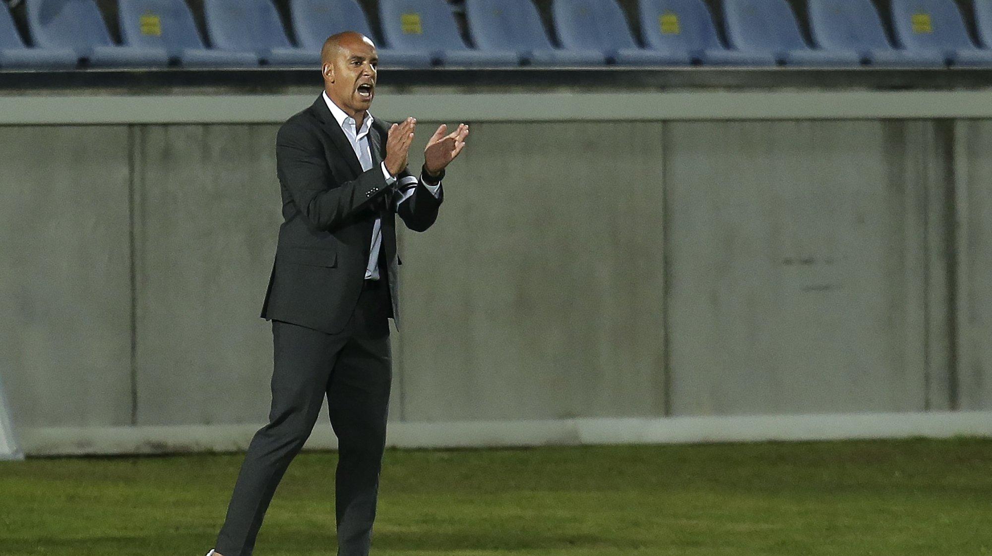 O treinador do Vitória de Guimarães, Pepa, reage durante o jogo da 6ª jornada da Primeira Liga de futebol contra o Arouca disputado no Estádio Municipal de Arouca, 18 de setembro de 2021. MANUEL FERNANDO ARAUJO/LUSA