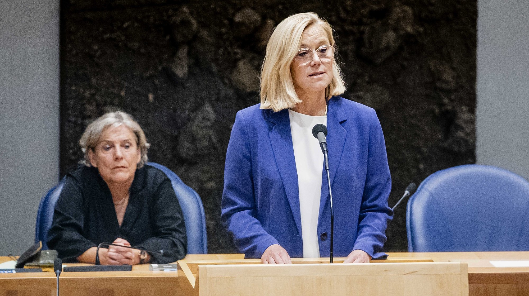 epa09472169 Dutch Foreign Affairs minister Sigrid Kaag, announces her resignation, after MPs voted in favor of a motion of censure against her, in The Hague, Netherlands, 16 September 2021. The House of Representatives submitted a motion of censure against Kaag because of the chaotic evacuation from Afghanistan.  EPA/Sem van der Wal