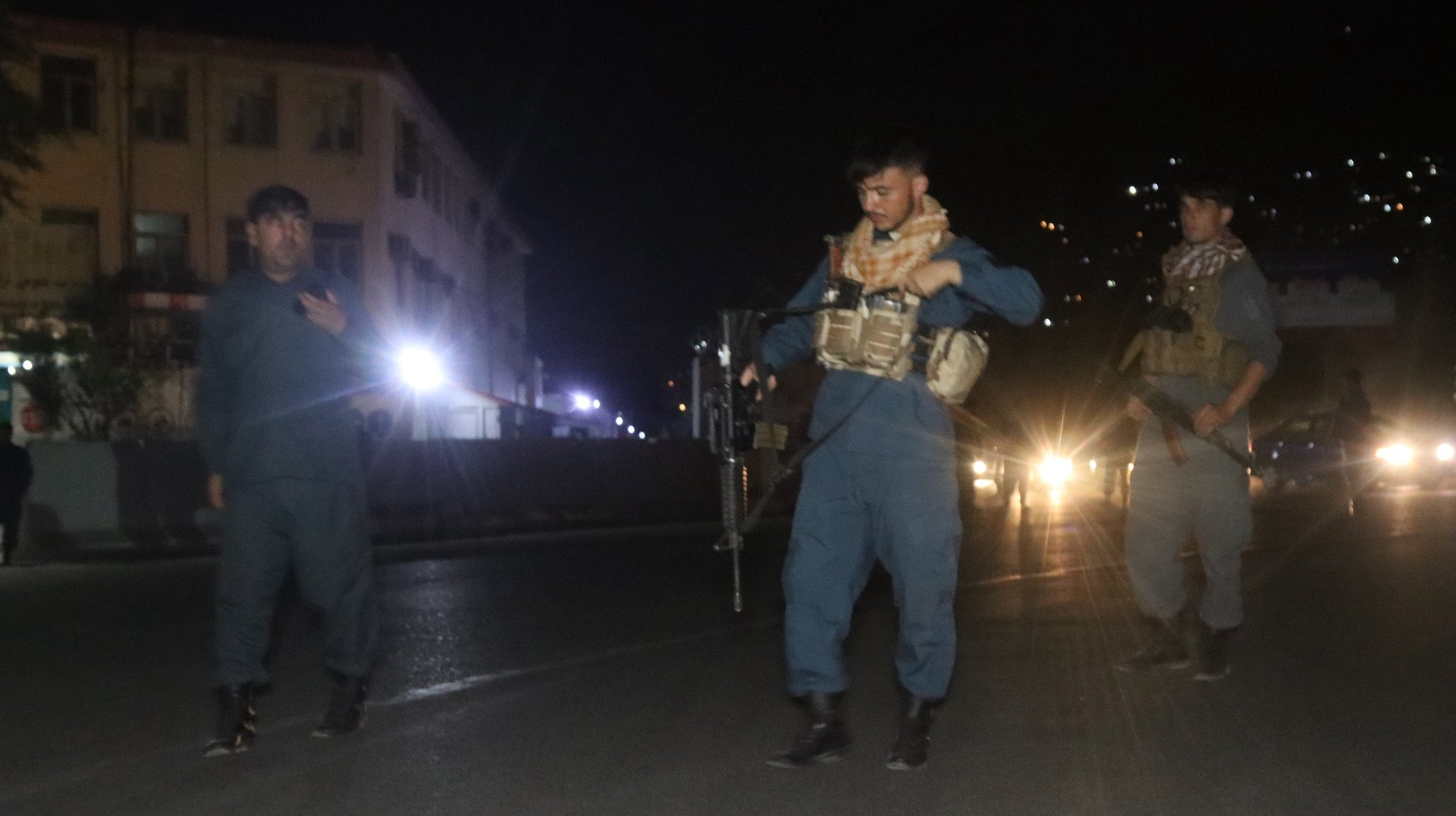 epa09392373 Afghan security officials stand guard on a road leading to the scene of a huge explosion in Kabul, Afghanistan, 03 August 2021. A powerful explosion hit the Kabul's green zone where most of the foreign missions and government buildings are located.  EPA/JAWED KARGAR BEST QUALITY AVAILABLE