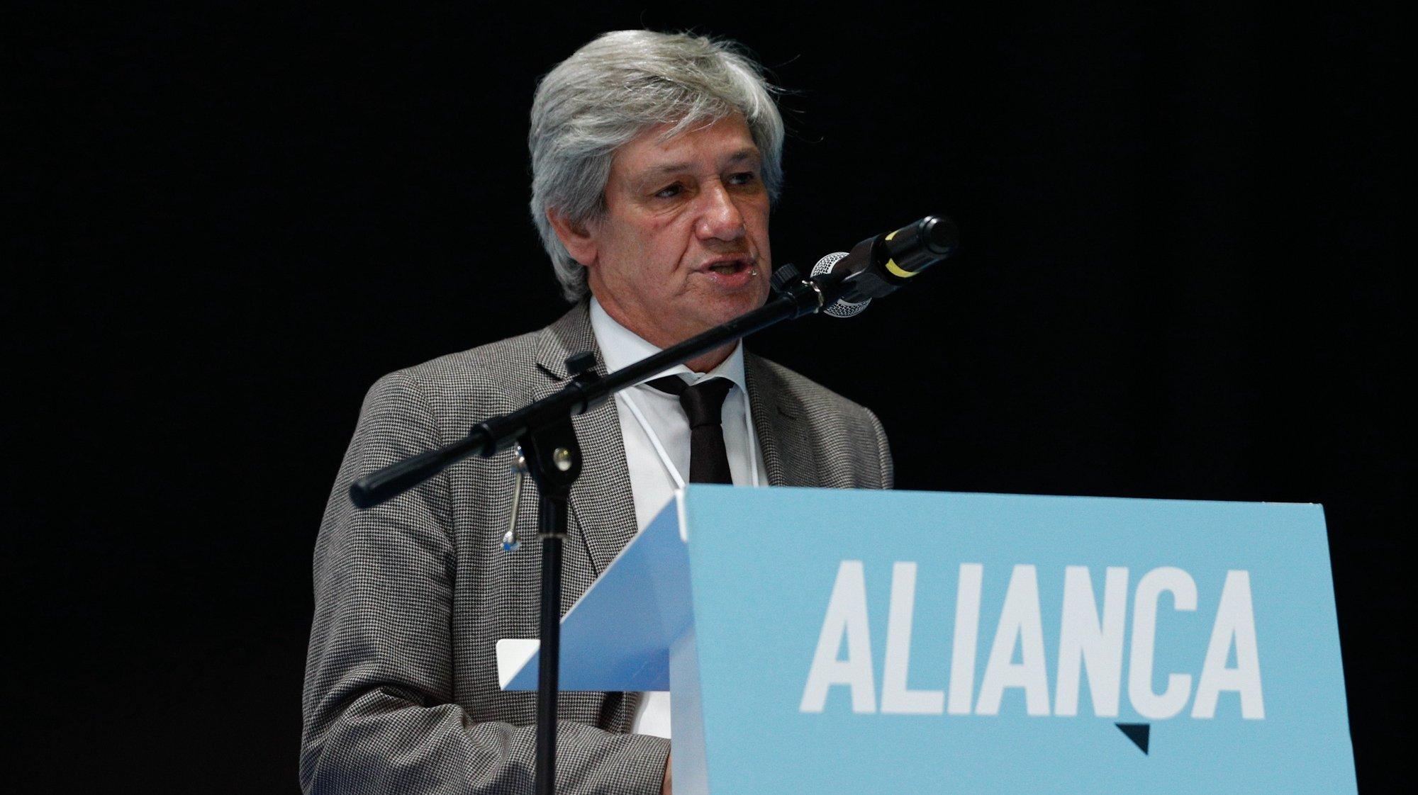 O presidente eleito do partido Aliança, Paulo Bento, discursa  durante o encerramento do II Congresso Nacional, que decorreu em Torres Vedras, 27 de setembro de 2020. ANTÓNIO COTRIM/LUSA
