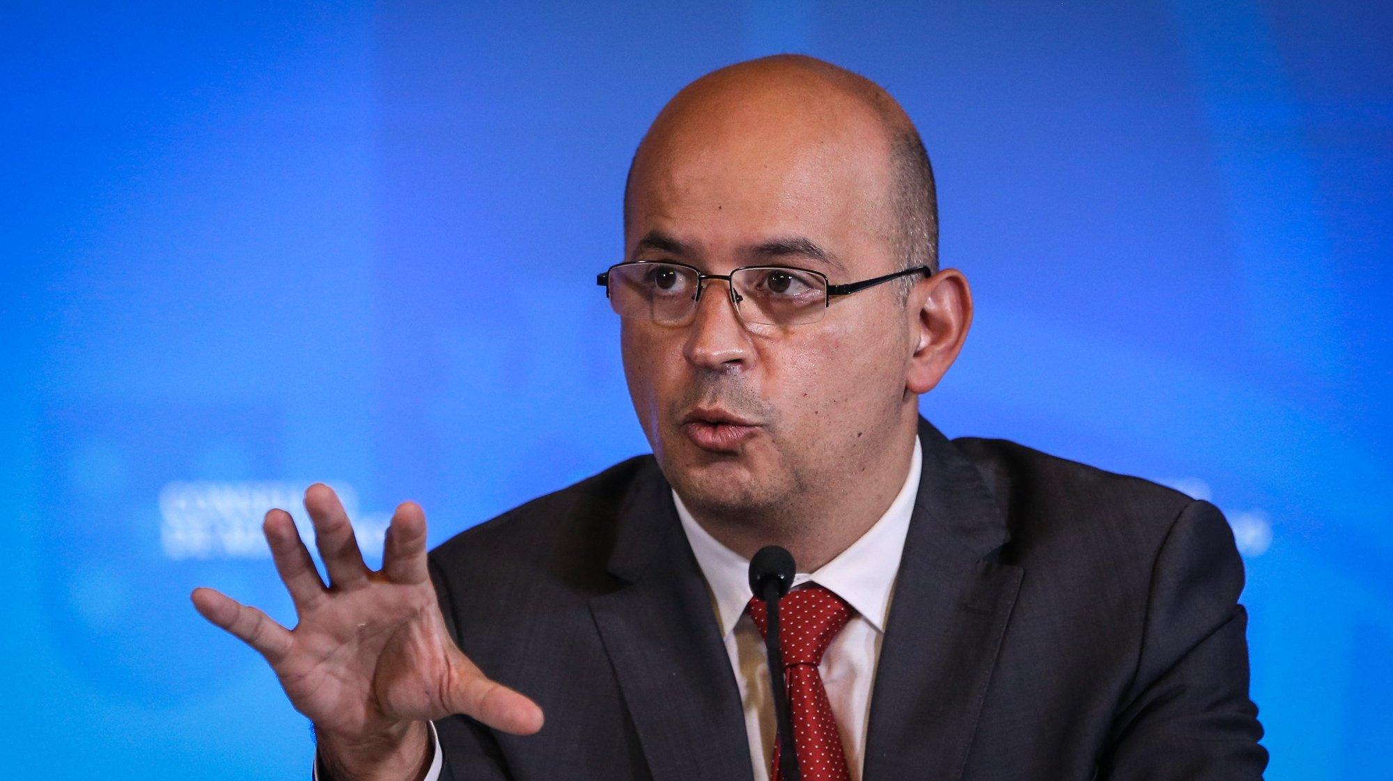 O ministro de Estado e das Finanças, João Leão, fala aos jornalistas no final da reunião do Conselho de Ministros no Palácio da Ajuda,  em Lisboa, 27 de maio de 2021.  RODRIGO ANTUNES/LUSA