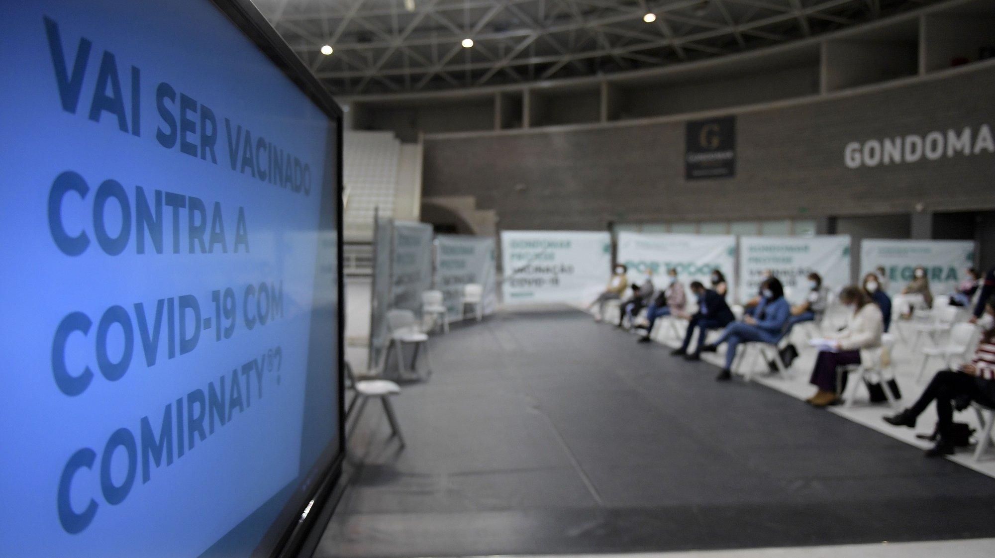 Inoculação de vacinas a professores e a auxiliares no Centro de Vacinação de Gondomar (ACES Gondomar), instalado no Pavilhão Multiusos em Gondomar. 18 de Abril 2021. FERNANDO VELUDO/LUSA