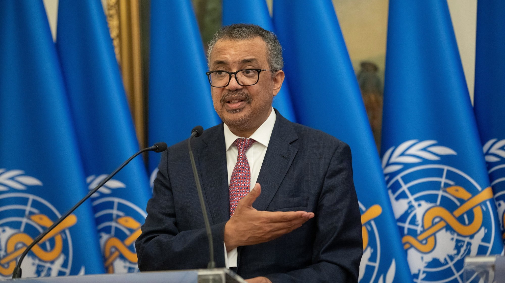epa09425975 Director-General of the World Health Organization Tedros Adhanom Ghebreyesus (L) speaks during a joint press conference with Hungarian Minister of Foreign Affairs and Trade Peter Szijjarto after their talks in the ministry in Budapest, Hungary, 23 August 2021.  EPA/Balazs Mohai HUNGARY OUT
