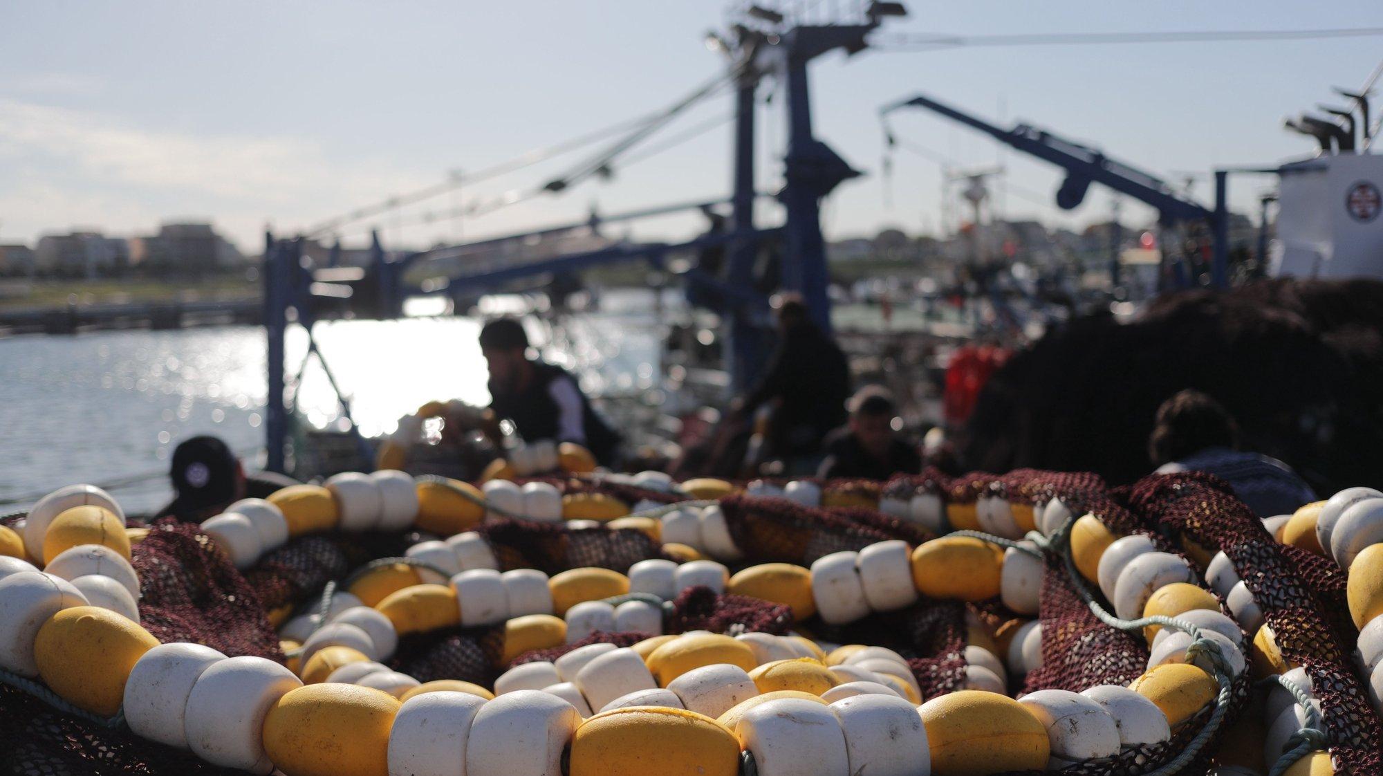 """Porto de pesca da Póvoa de Varzim, 07 de abril 2021. Os pescadores fazem uma paralisação como forma de protesto contra as autoridades sob o lema """"Fiscalização sim, perseguição não!"""". ESTELA SILVA/LUSA"""