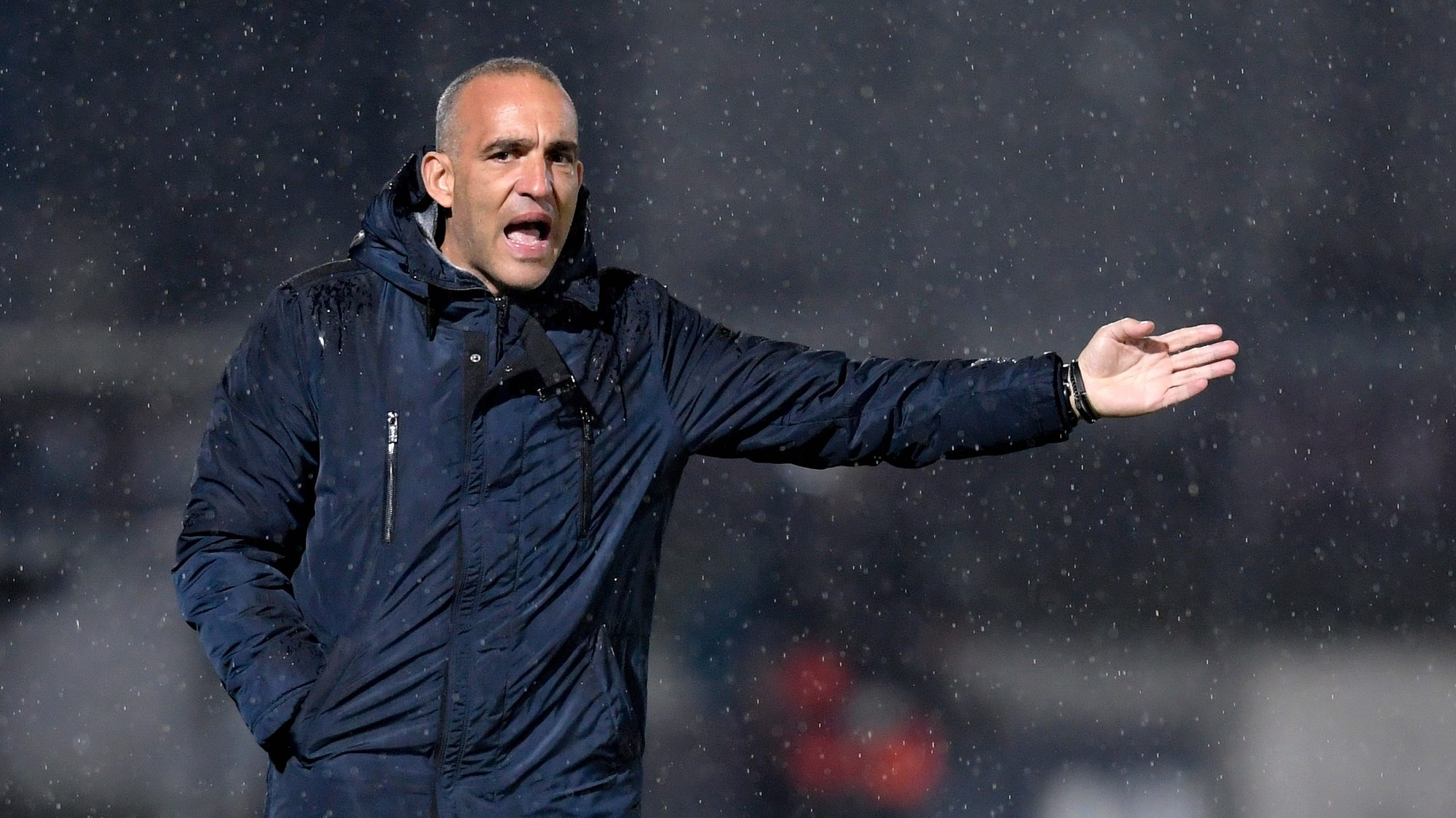 Famalicao head coach Joao Pedro Sousa gives instructions to his players during their Portuguese First League soccer match against Sporting held at Municipal Stadium, in Famalicao, north of Portugal, 05 December 2020. FERNANDO VELUDO/LUSA