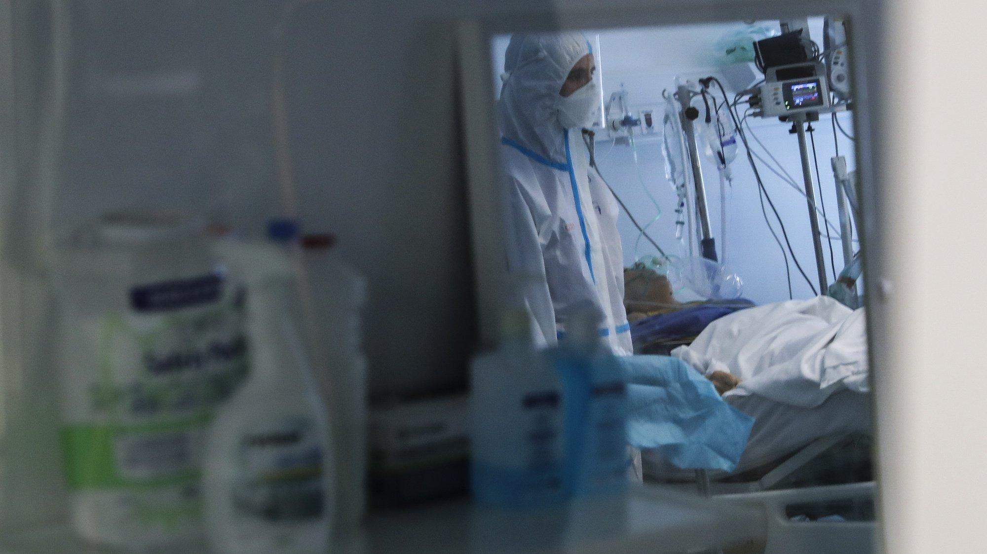 Unidade da Cuidados Itensivos do Hospital das Forças Armadas, Lisboa, 27 de janeiro de 2021. Gabinetes, salas de espera e até o refeitório do Hospital das Forças Armadas, em Lisboa, estão a ser transformados em enfermarias para doentes covid-19, no combate a uma vaga da pandemia que atinge o país em força. ( ACOMPANHA TEXTO DO DIA 28 DE JANEIRO DE 2021). JOÃO RELVAS/LUSA
