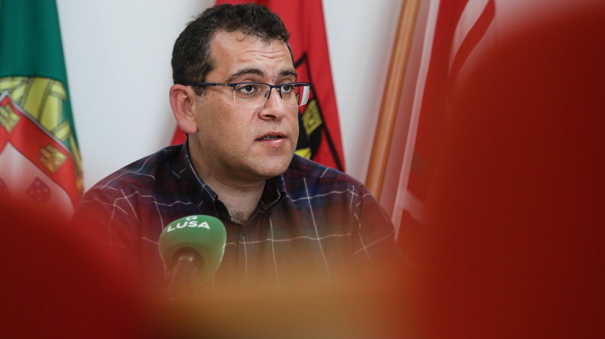 O coordenador da Frente Comum, Sebastião Santana, falou numa conferência de imprensa onde anunciou as conclusões da coordenadora da Frente Comum, relativas ao desenvolvimento da Luta na Administração Pública na sede em Lisboa, 06 de abril de 2021. TIAGO PETINGA/LUSA